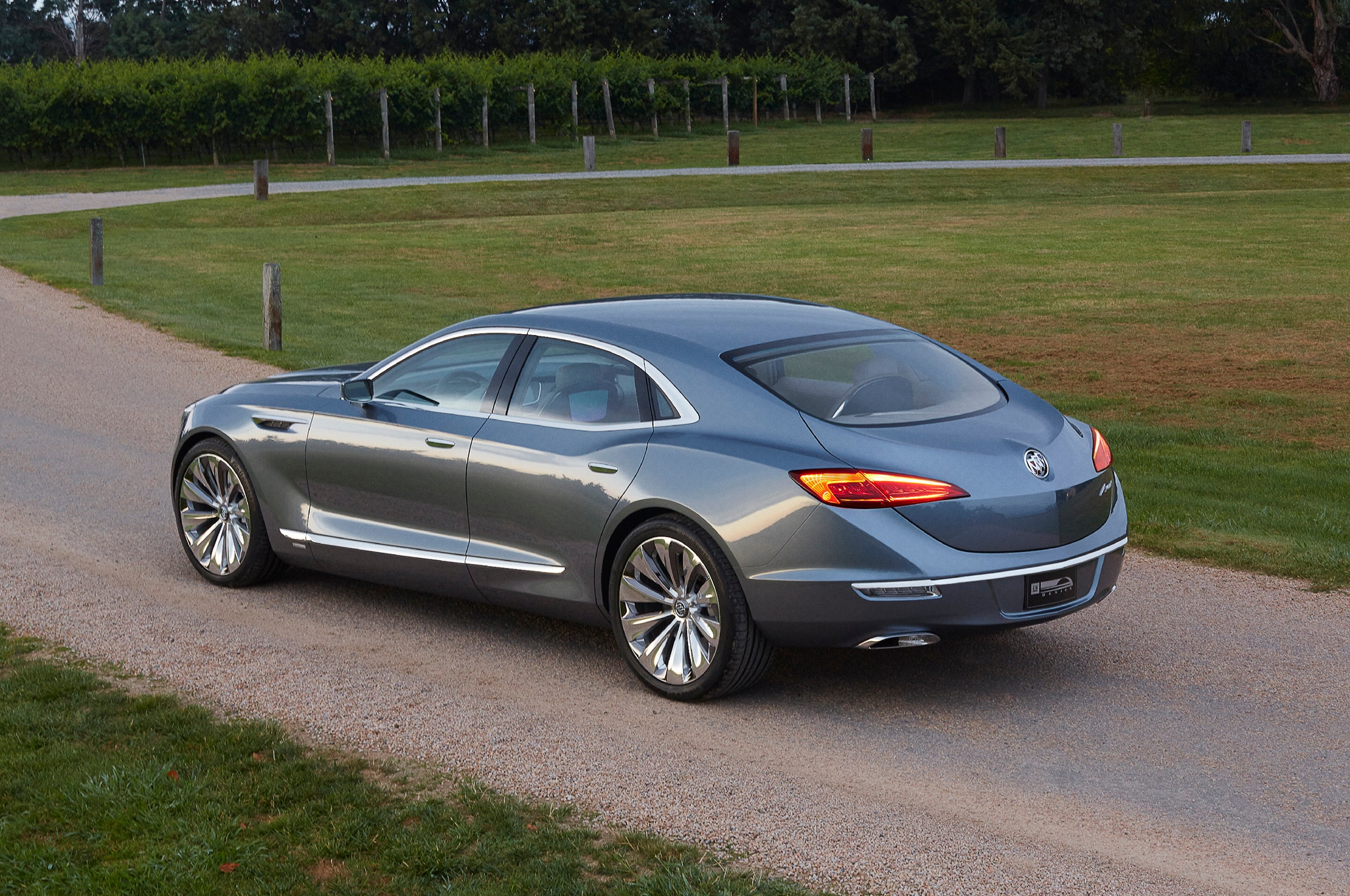 Buick Shocks Detroit With Rear Wheel Drive Avenir Concept