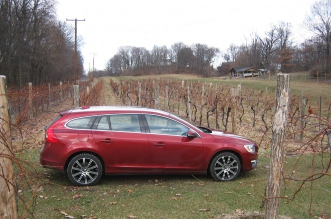 2015 Volvo V60 Side Profile 07 660x438