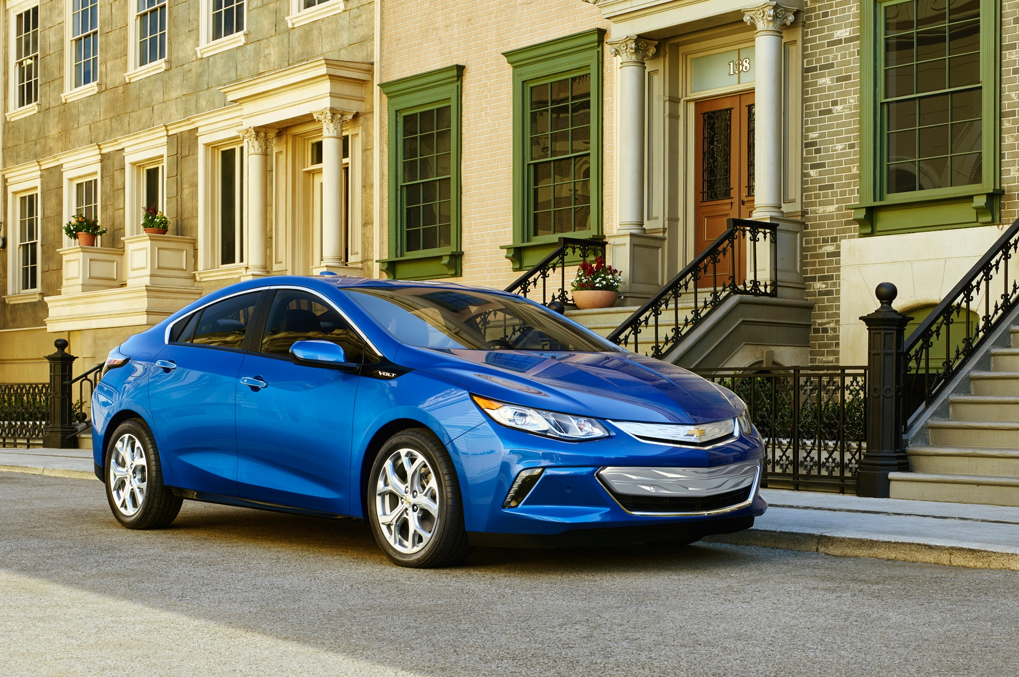 2016 Chevrolet Volt Front Side View1