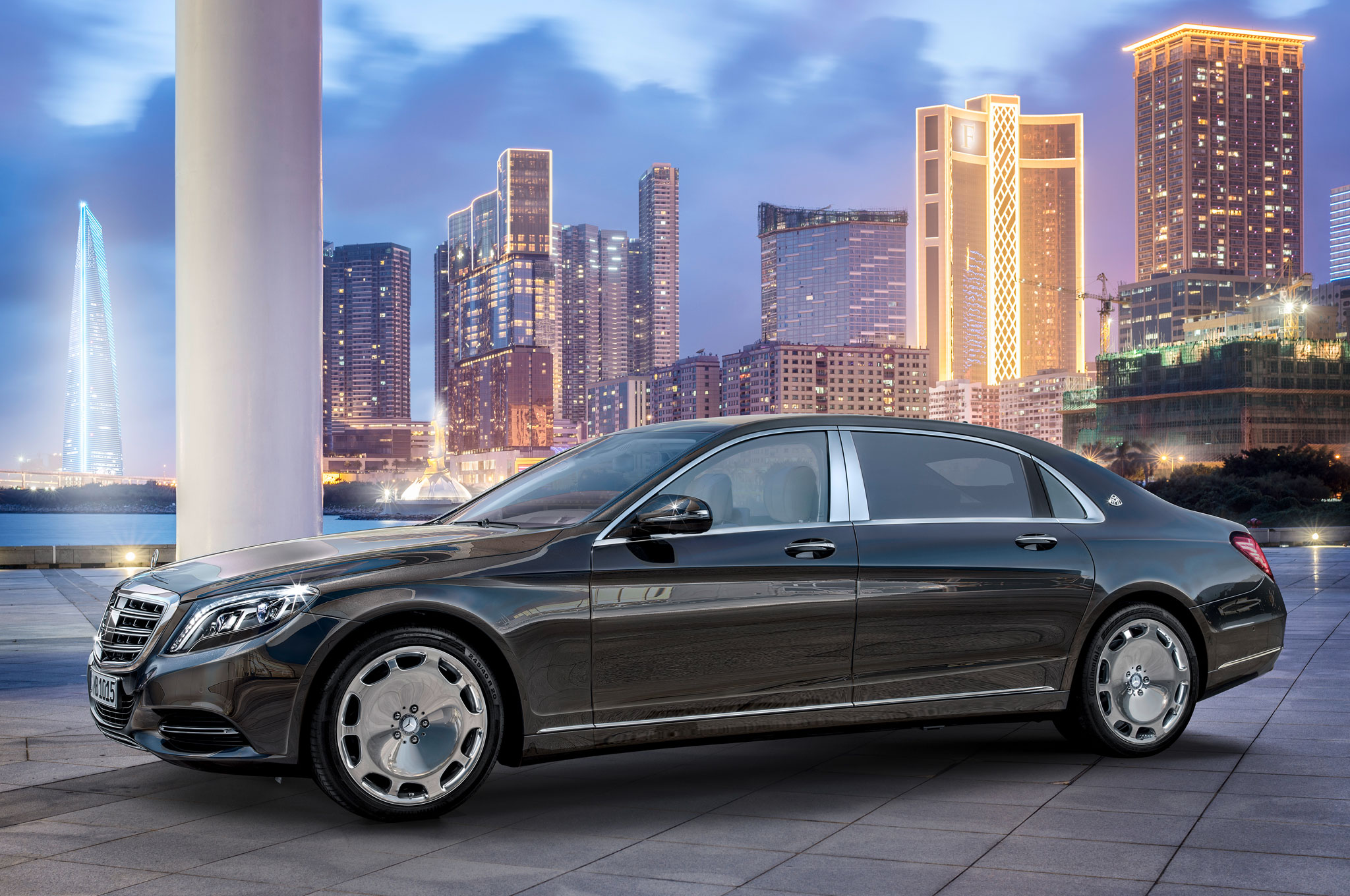 http://st.automobilemag.com/uploads/sites/11/2015/01/2016-Mercedes-Maybach-S600-front-driver-profile-1.jpg