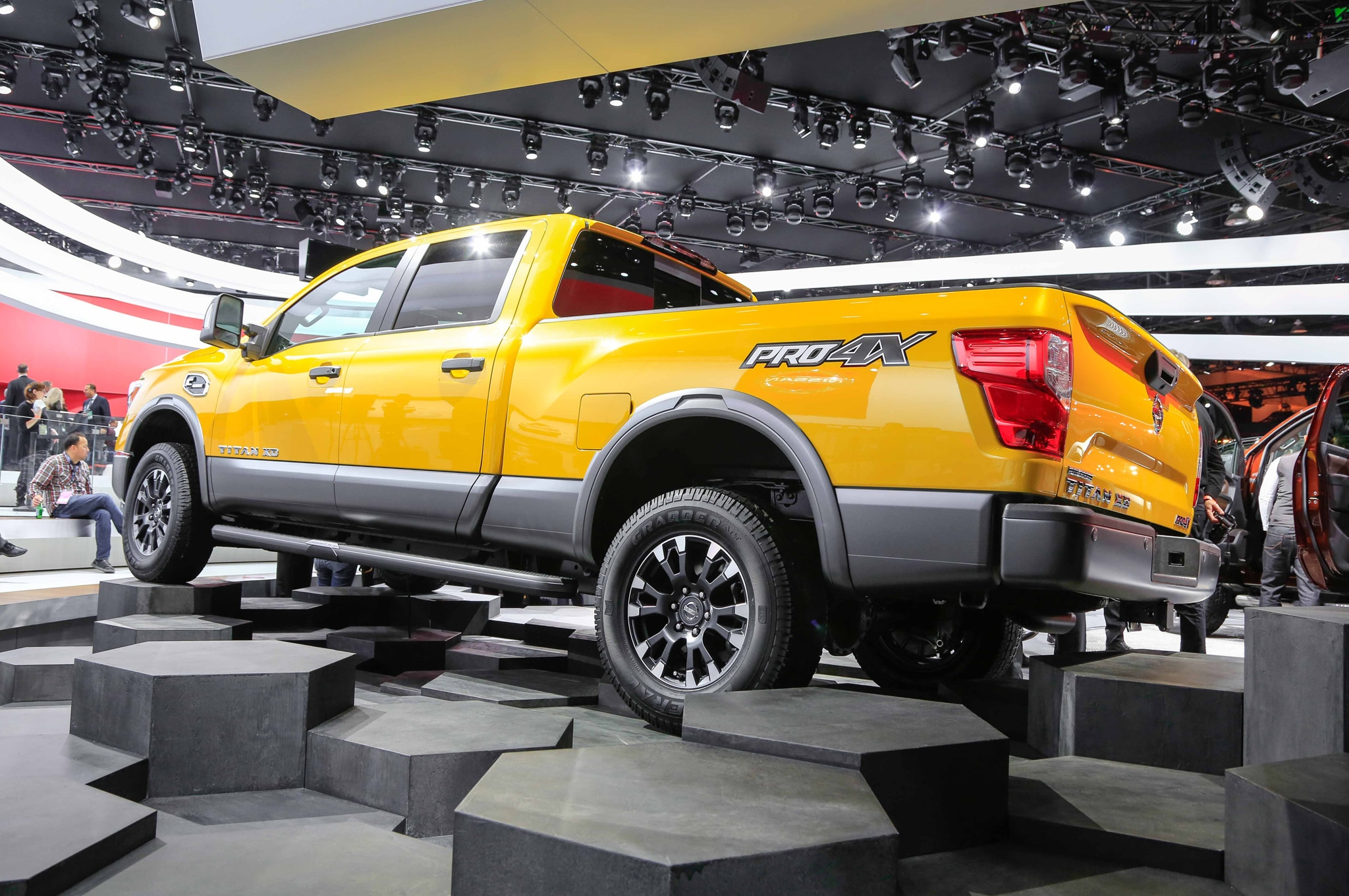 2016 nissan titan xd debuts at detroit auto show. Black Bedroom Furniture Sets. Home Design Ideas