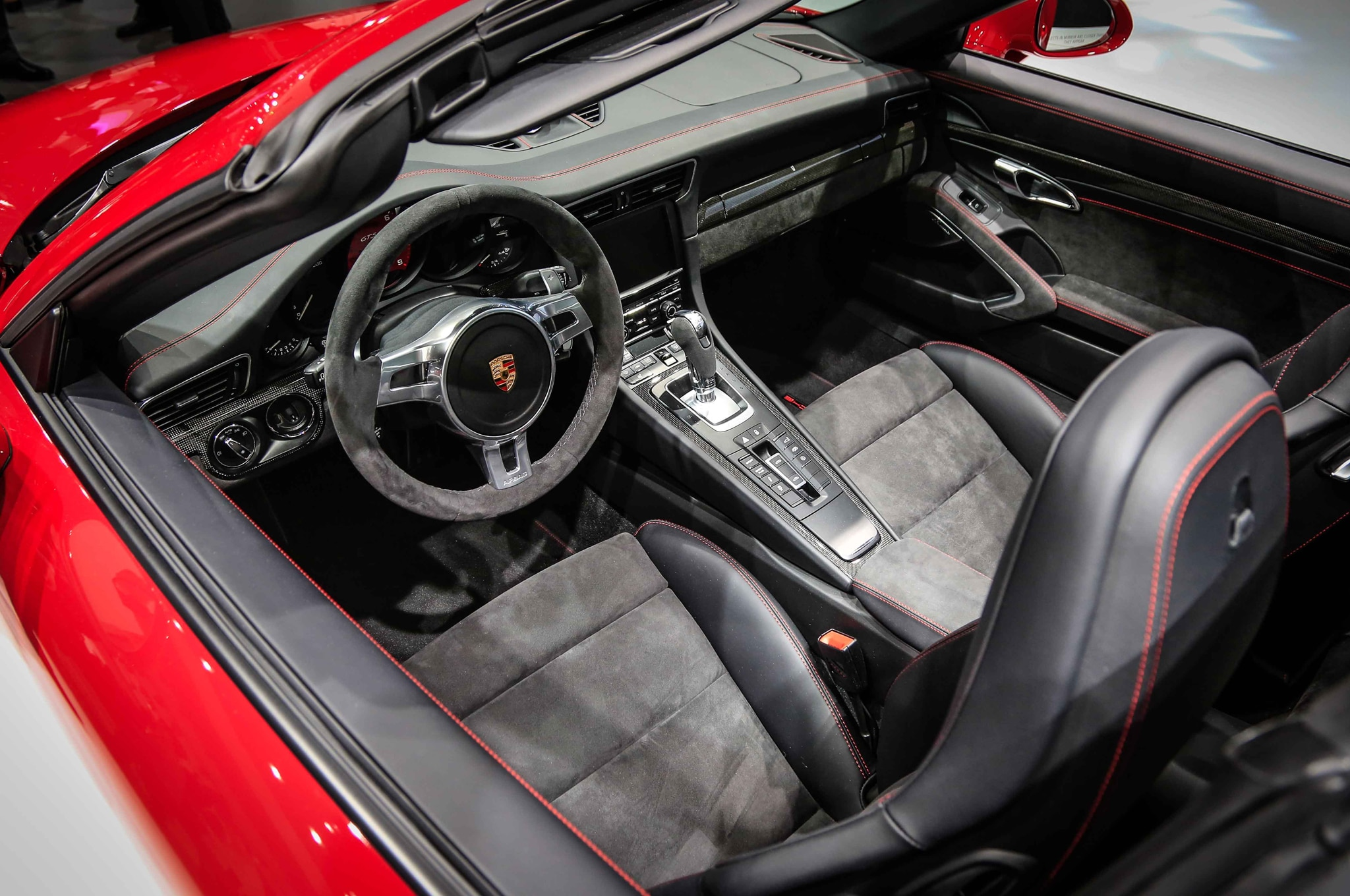 2016 porsche cayenne turbo s 911 targa gts debut in detroit for Porsche 911 interieur