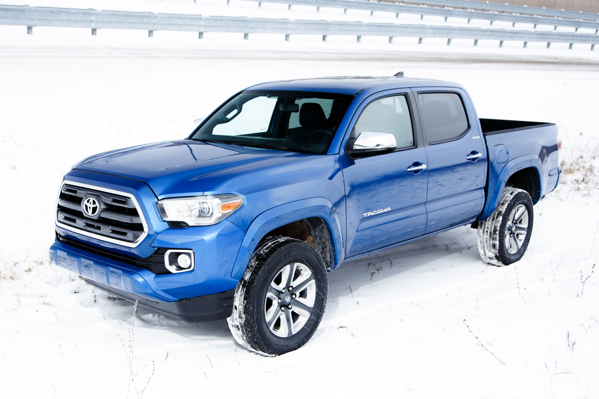 2016 toyota tacoma breaks cover ahead of detroit auto show. Black Bedroom Furniture Sets. Home Design Ideas
