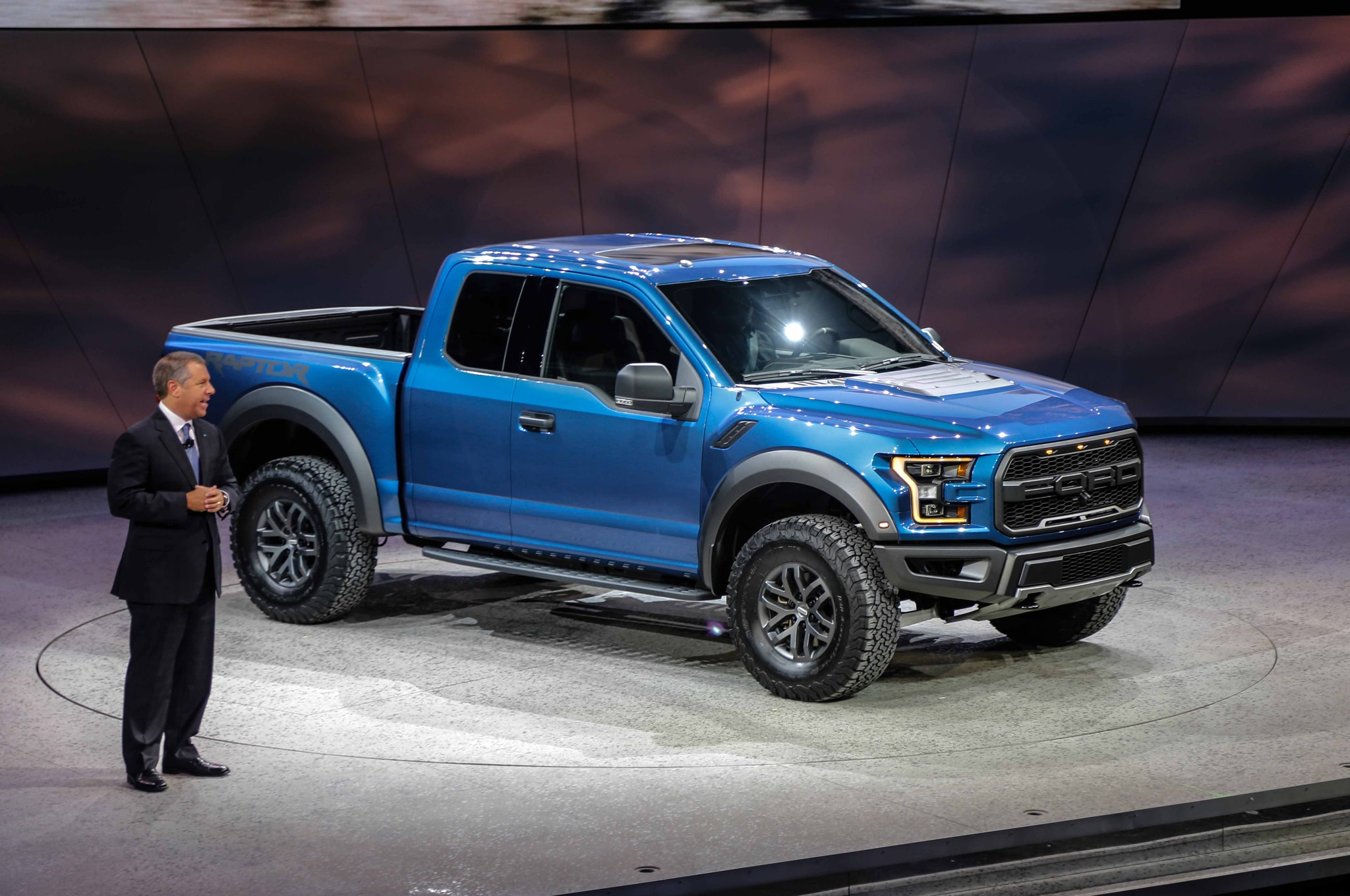 2017 ford f 150 raptor front three quarter 03