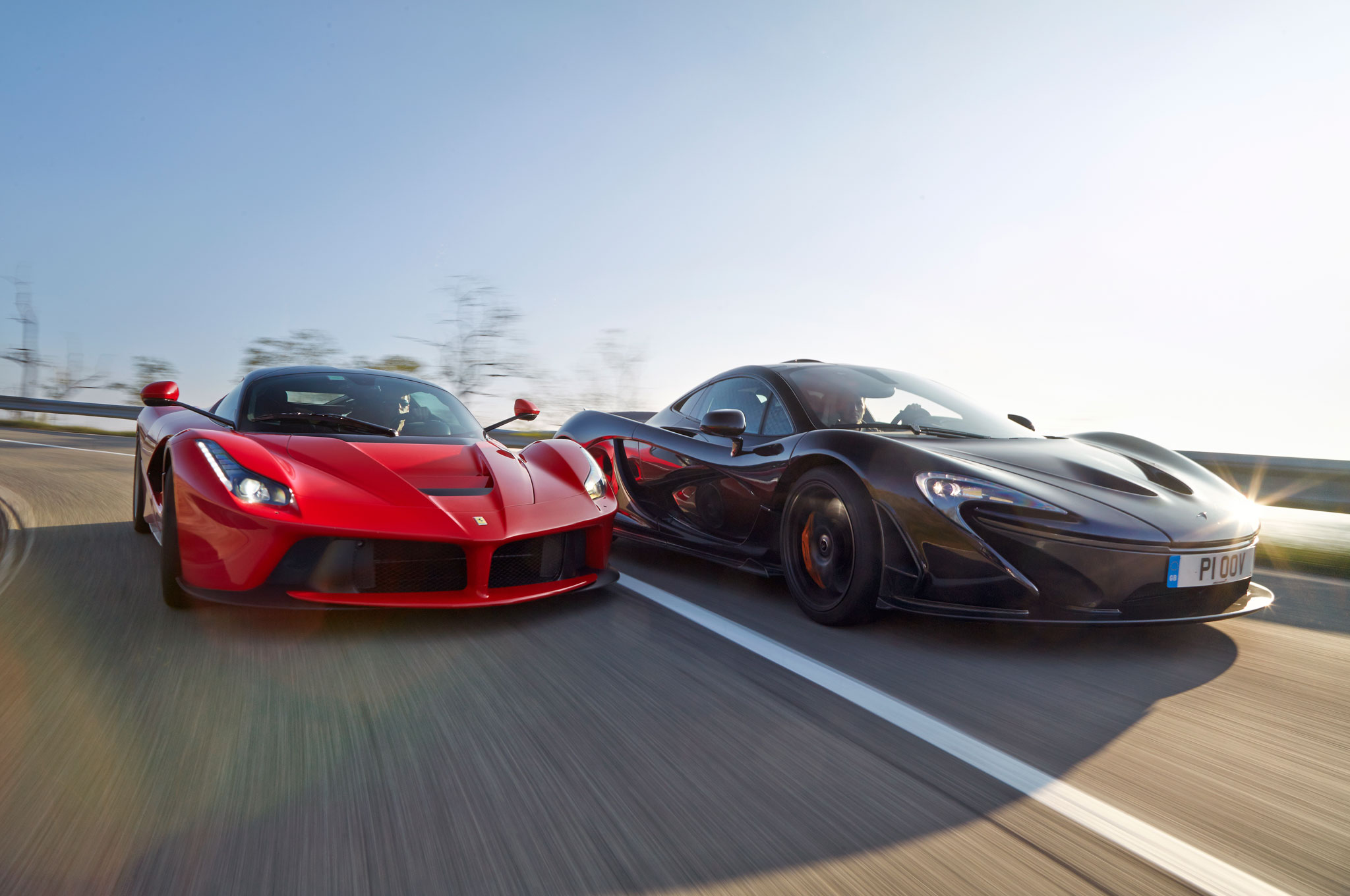 hybrid is the new fast ferrari laferrari vs mclaren p1. Black Bedroom Furniture Sets. Home Design Ideas