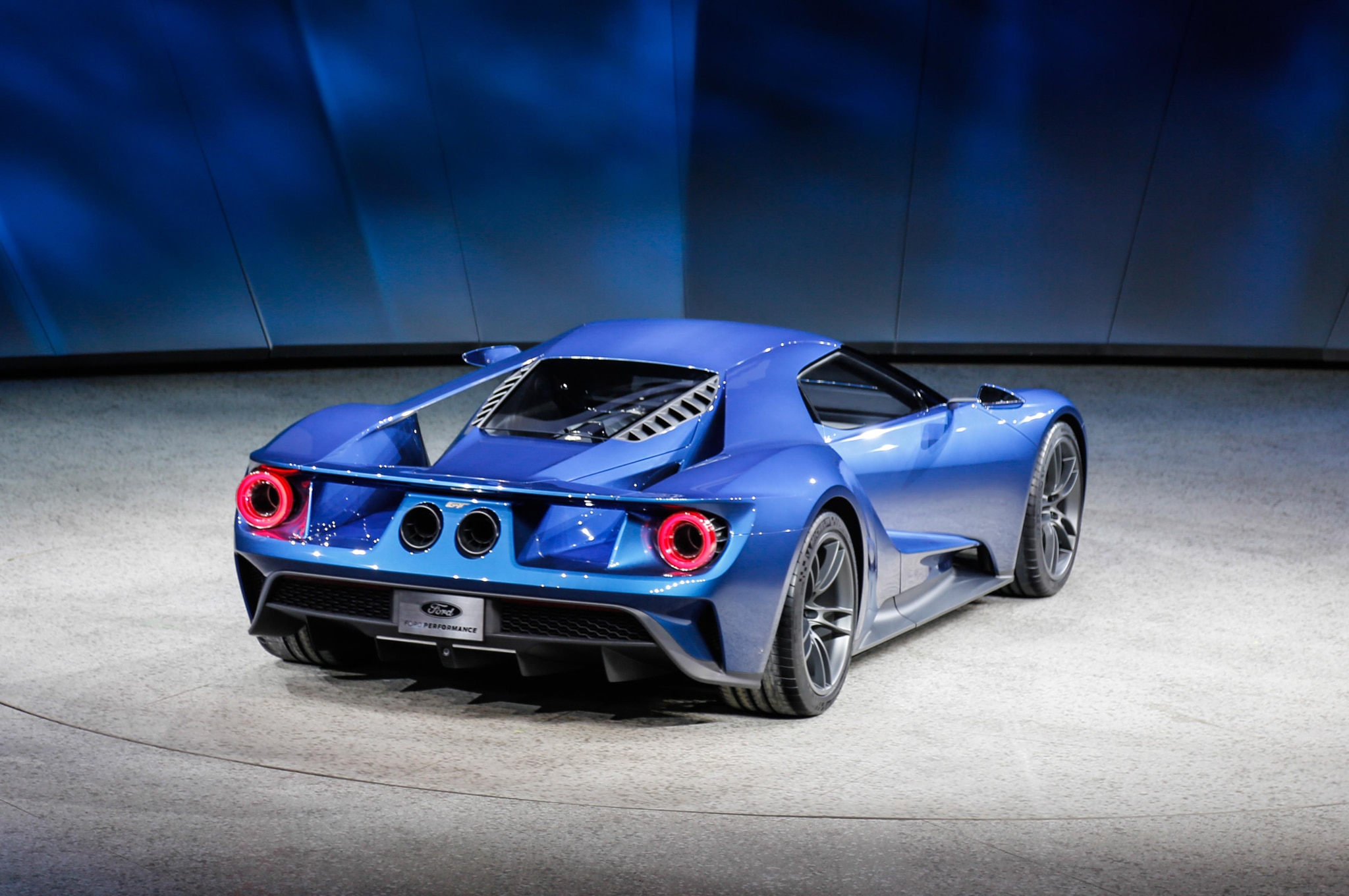 all new ford gt supercar debuts in detroit. Black Bedroom Furniture Sets. Home Design Ideas