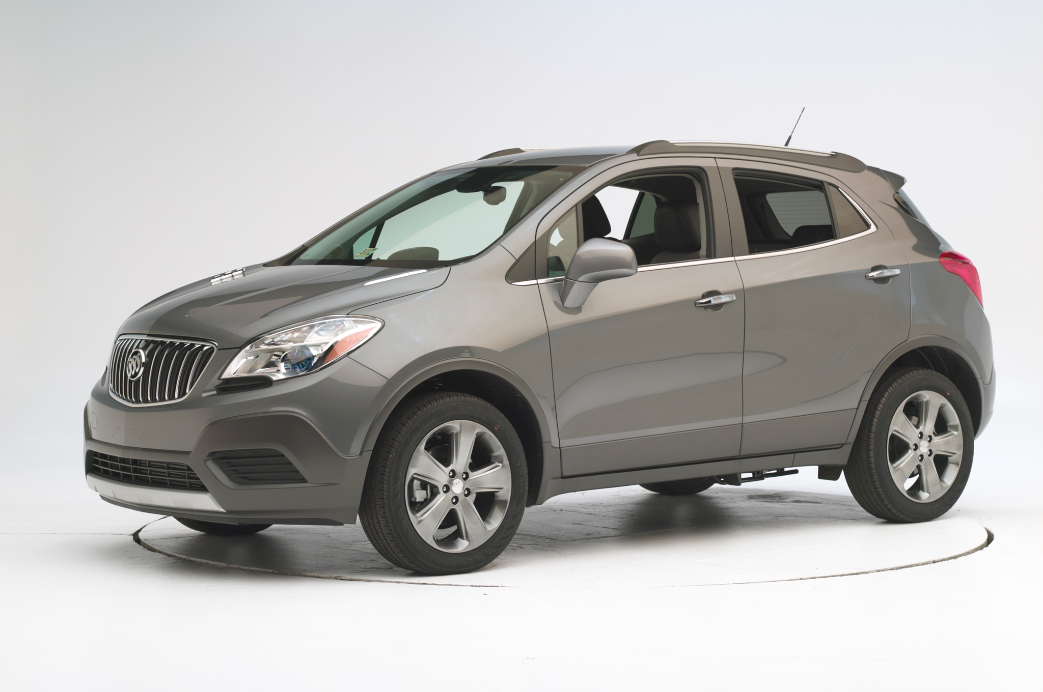 2015 buick encore and chevrolet trax earn iihs top safety pick. Black Bedroom Furniture Sets. Home Design Ideas
