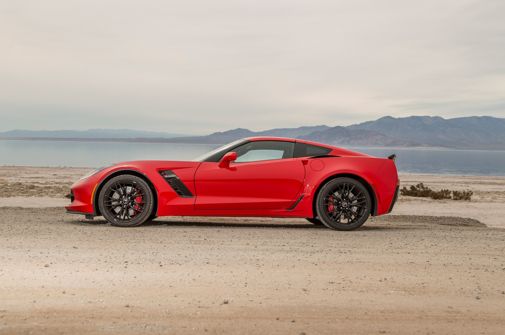 2015-Chevrolet-Corvette-Z06-side-profile Mesmerizing Porsche 911 Turbo Vs Z06 Cars Trend