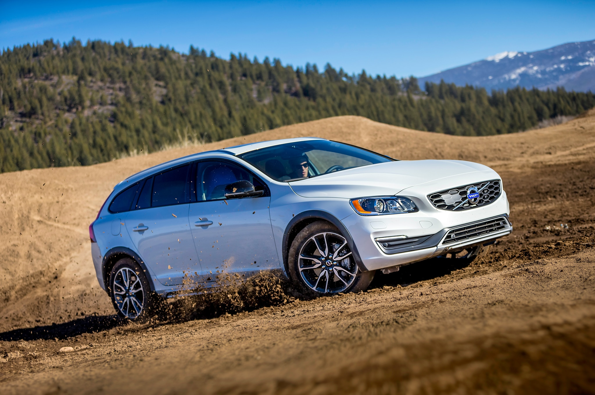 2015 Volvo V60 Cross Country Review