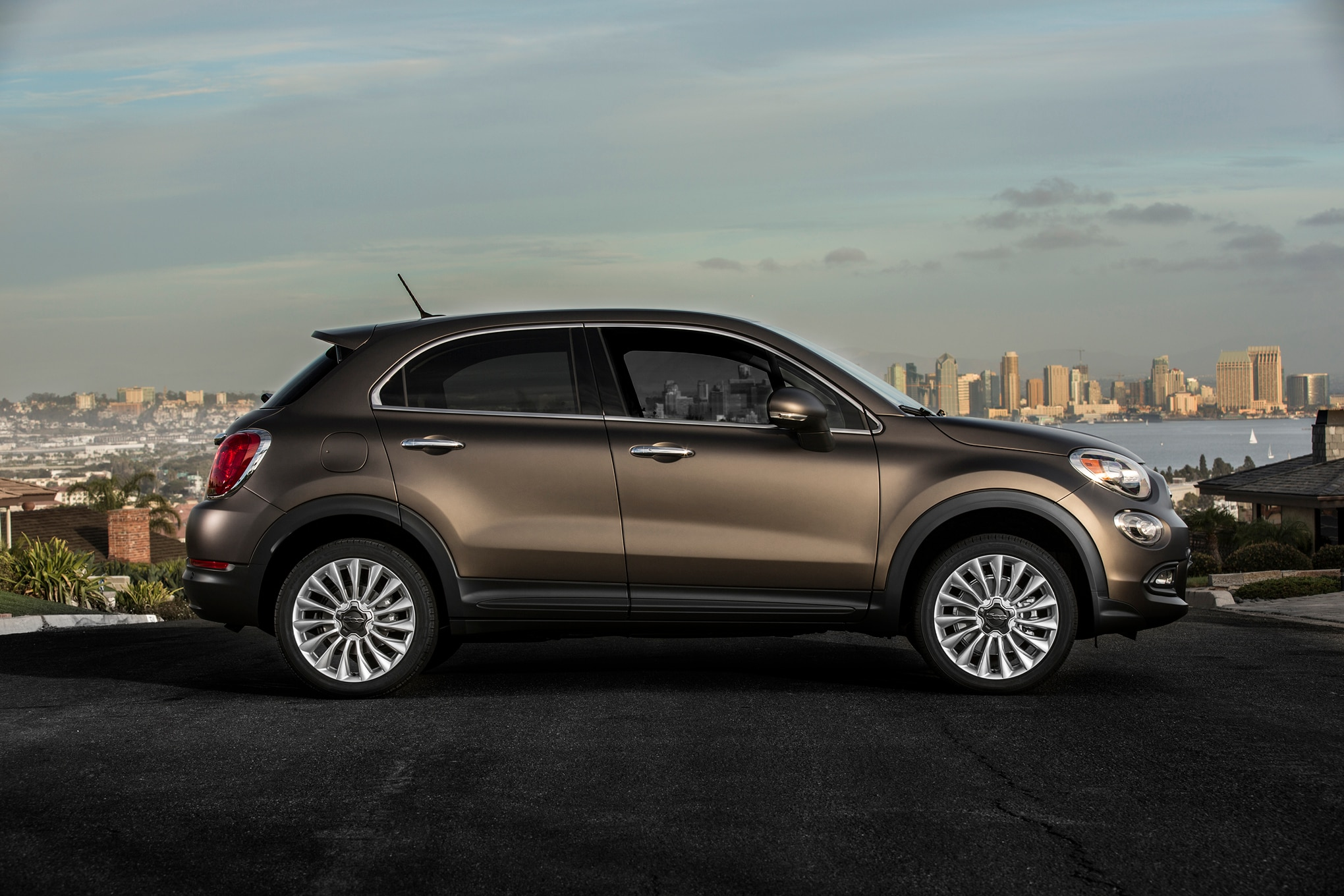 2016 fiat 500x starts at 20 900 offers five trim levels. Black Bedroom Furniture Sets. Home Design Ideas