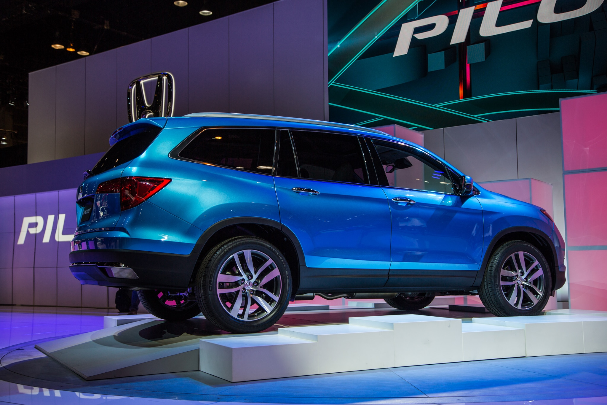 2016 honda pilot debuts at chicago auto show. Black Bedroom Furniture Sets. Home Design Ideas