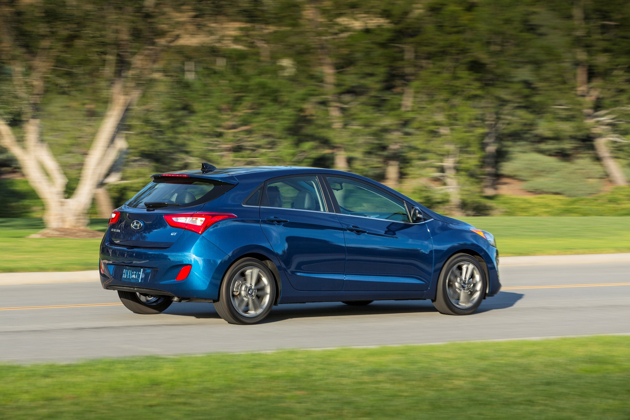 2016 hyundai elantra gt facelift debuts in chicago. Black Bedroom Furniture Sets. Home Design Ideas