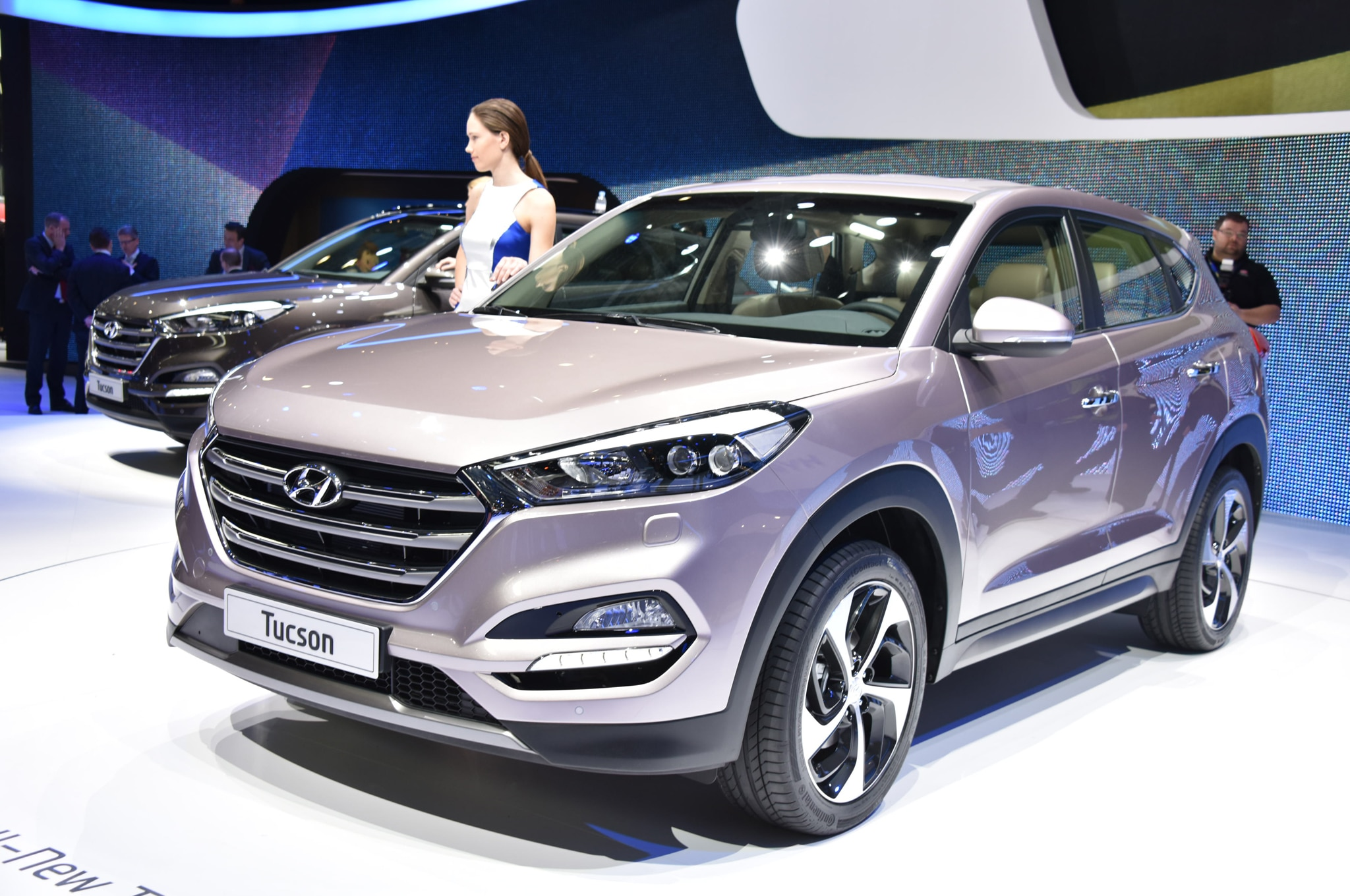 HYUNDAI Tucson specs & photos - 2016, 2017, 2018 ... |Orange Hyundai Tucson 2016