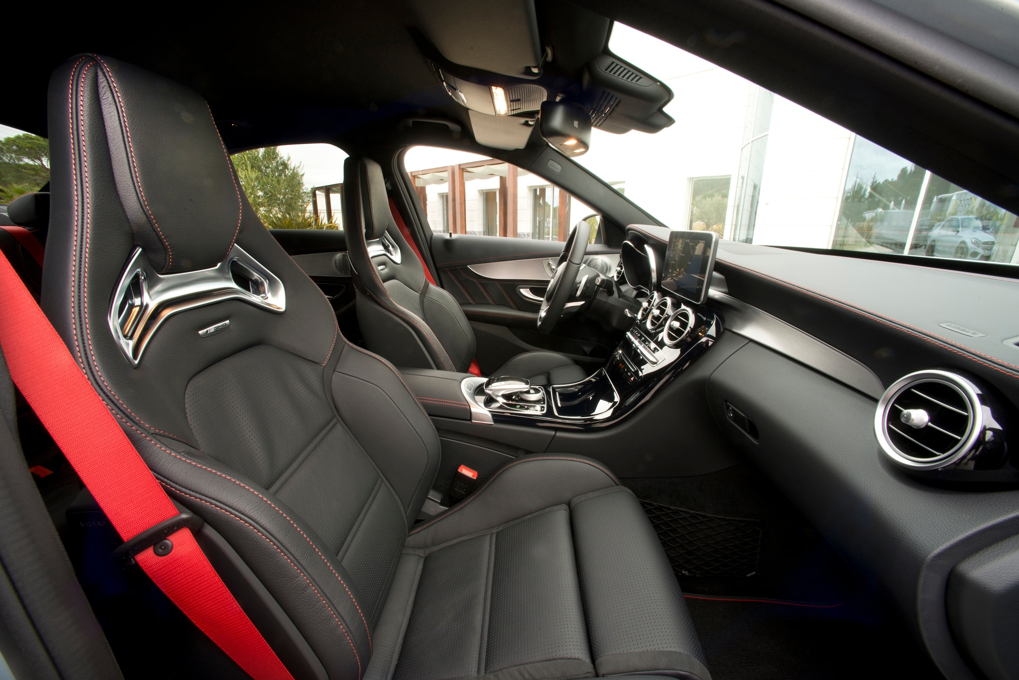 http://st.automobilemag.com/uploads/sites/11/2015/02/2016-Mercedes-Benz-C450-AMG-4Matic-front-interior-seats.jpg