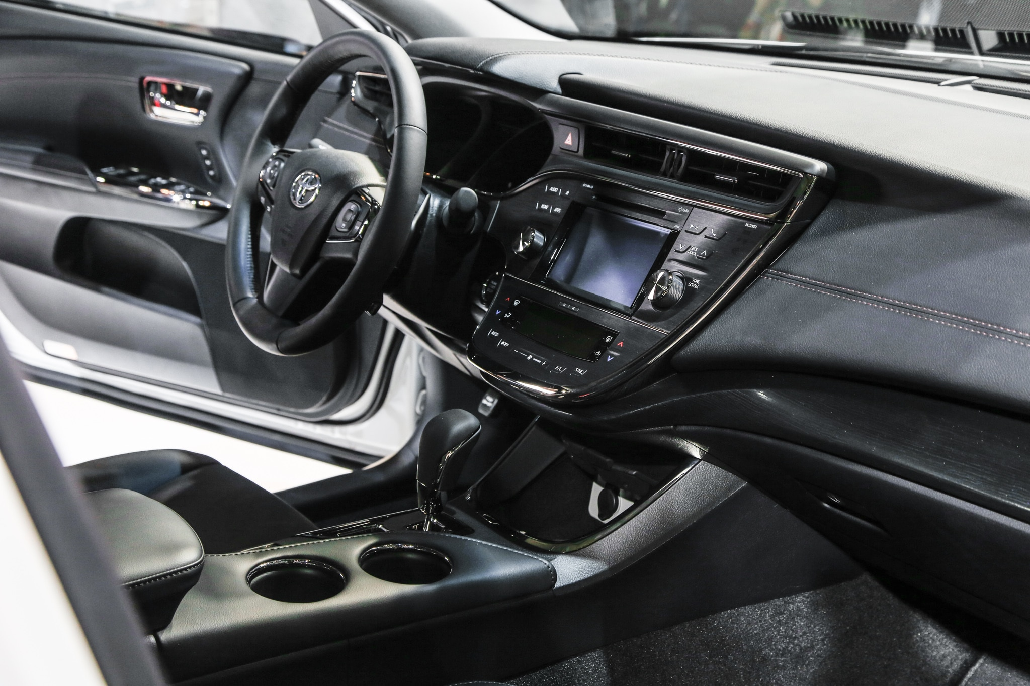 2016 Toyota Avalon Updated For Chicago Auto Show