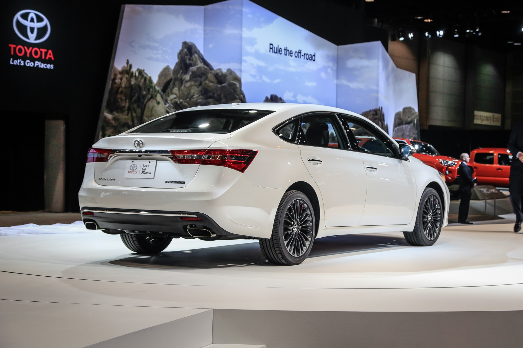Toyota Entune Update >> 2016 Toyota Avalon Updated for Chicago Auto Show