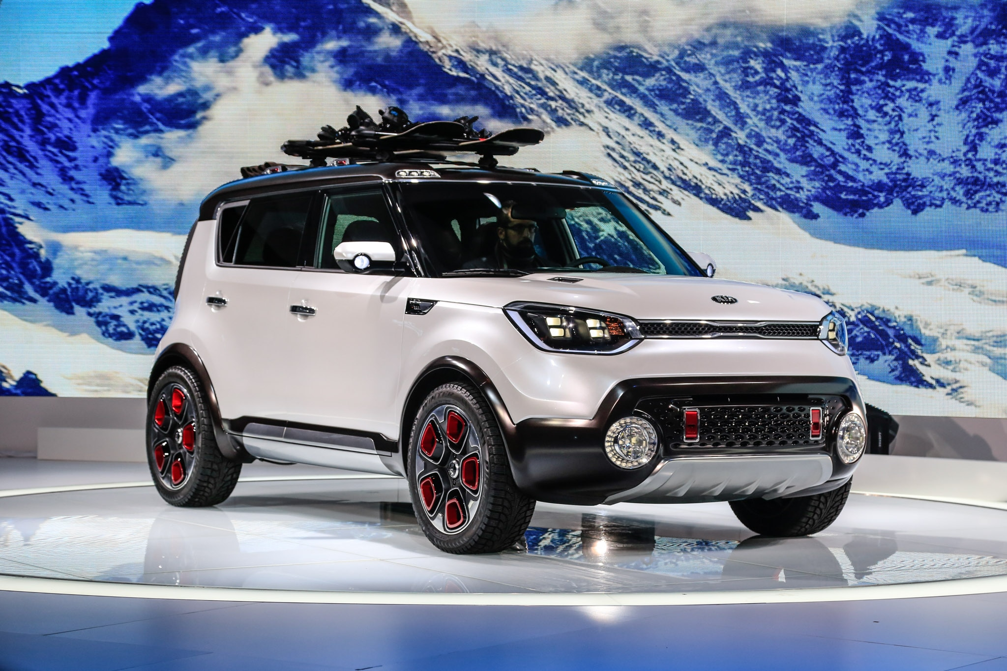 kia trail 39 ster concept brings e awd rugged looks to chicago. Black Bedroom Furniture Sets. Home Design Ideas