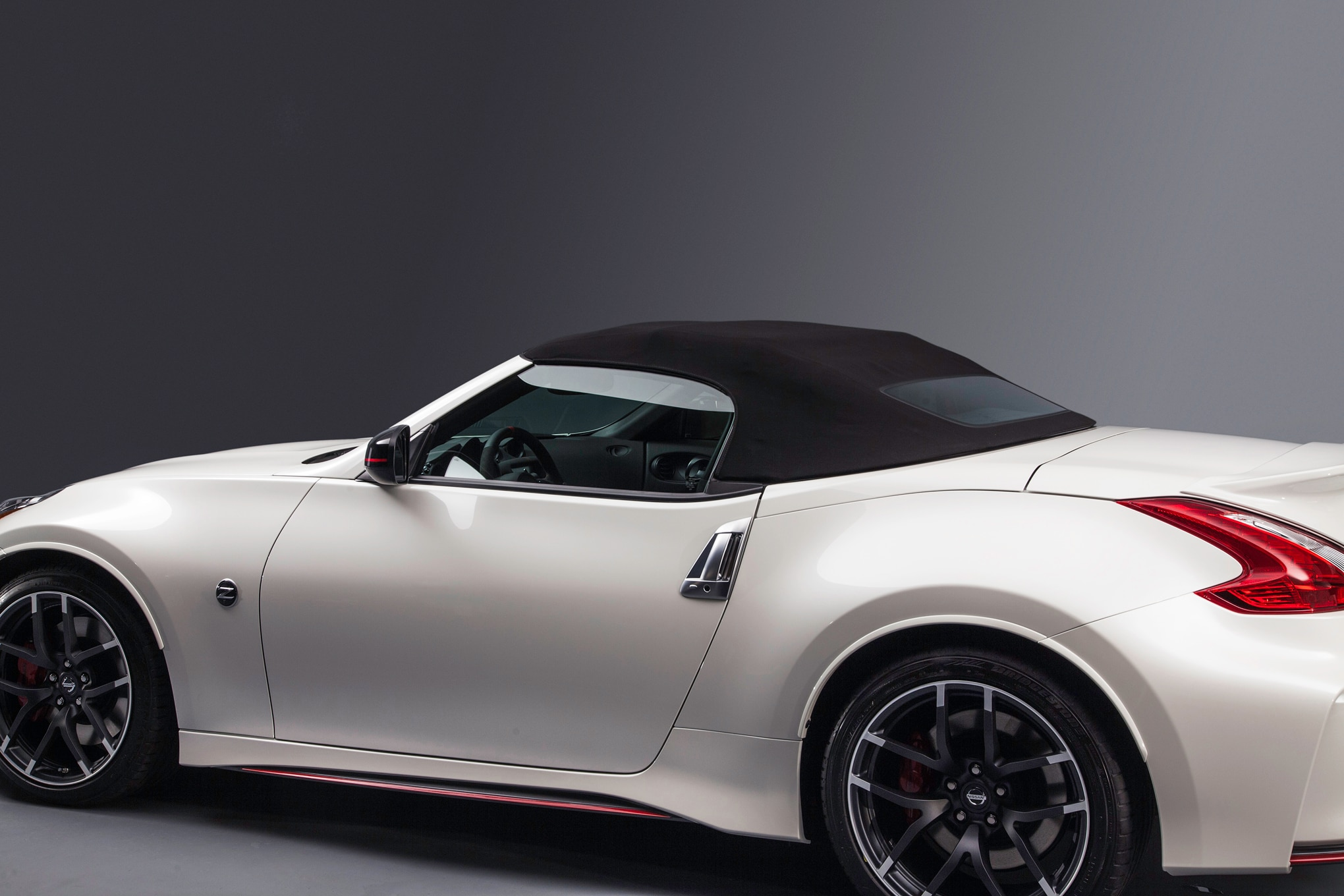 nissan 370z nismo roadster concept drops its top in chicago. Black Bedroom Furniture Sets. Home Design Ideas