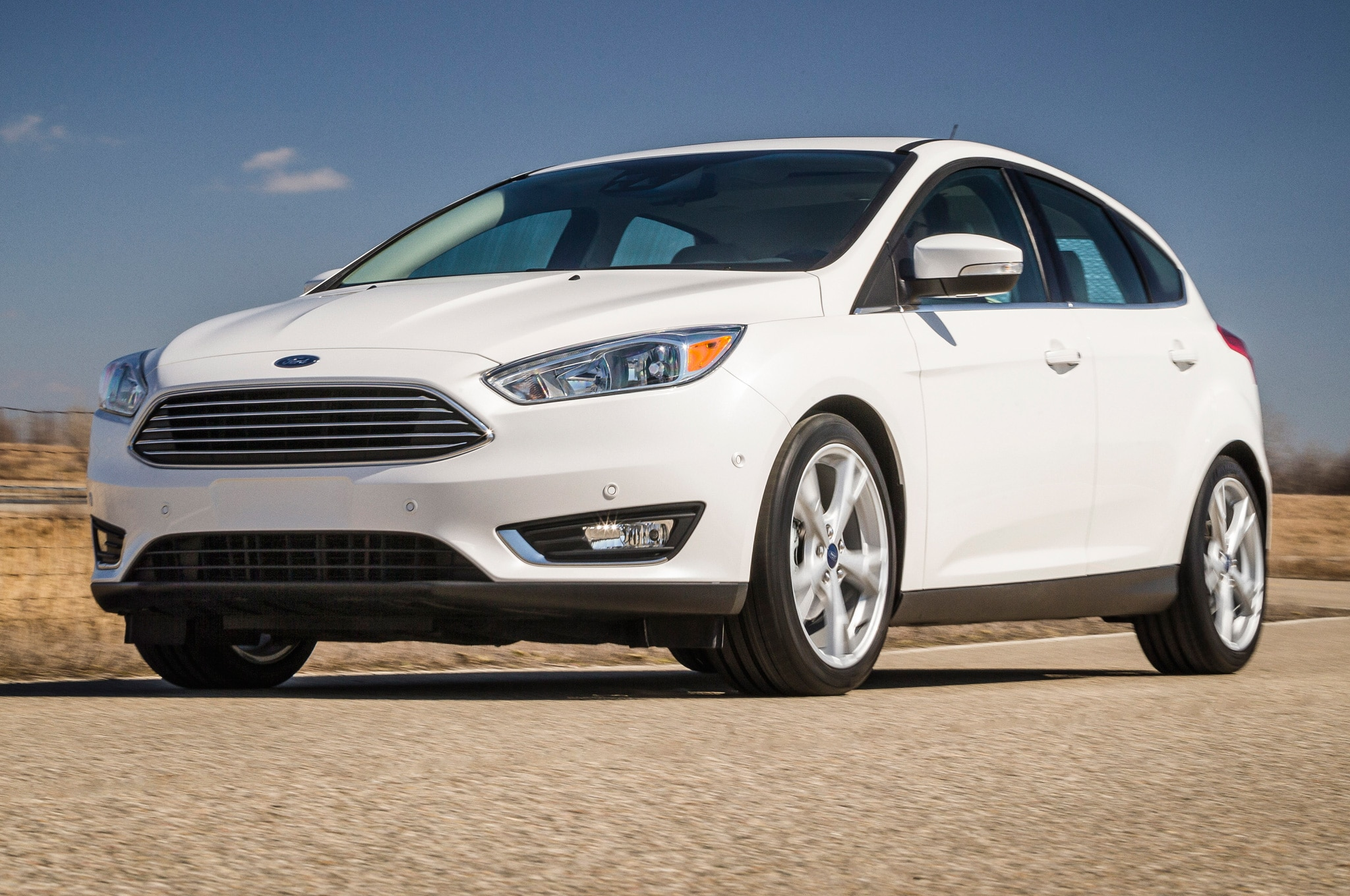 2015 ford focus hatchback front view on street1 - 2015 Ford Focus St White