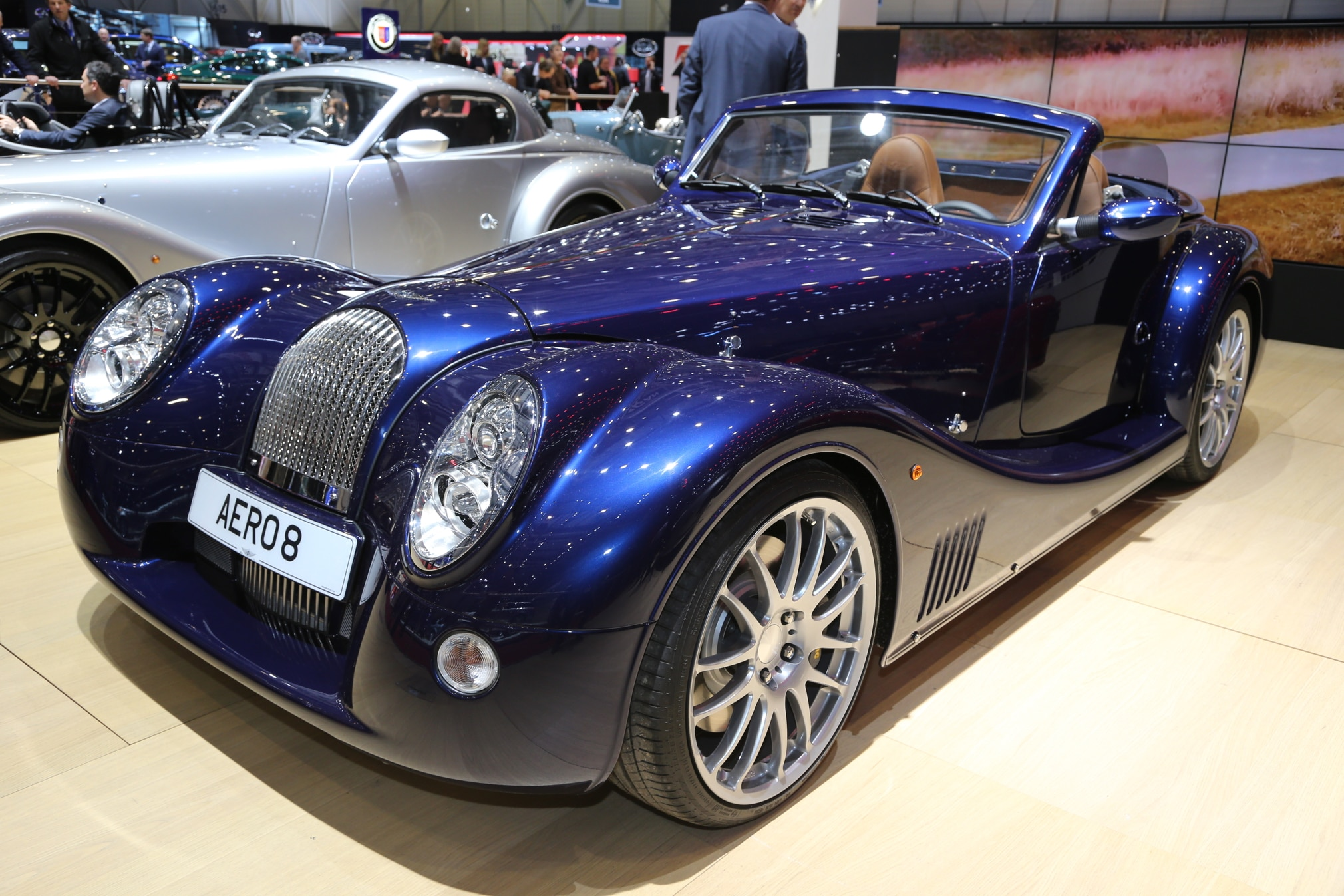 morgan aero 8 debuts with modified chassis improved interior. Black Bedroom Furniture Sets. Home Design Ideas