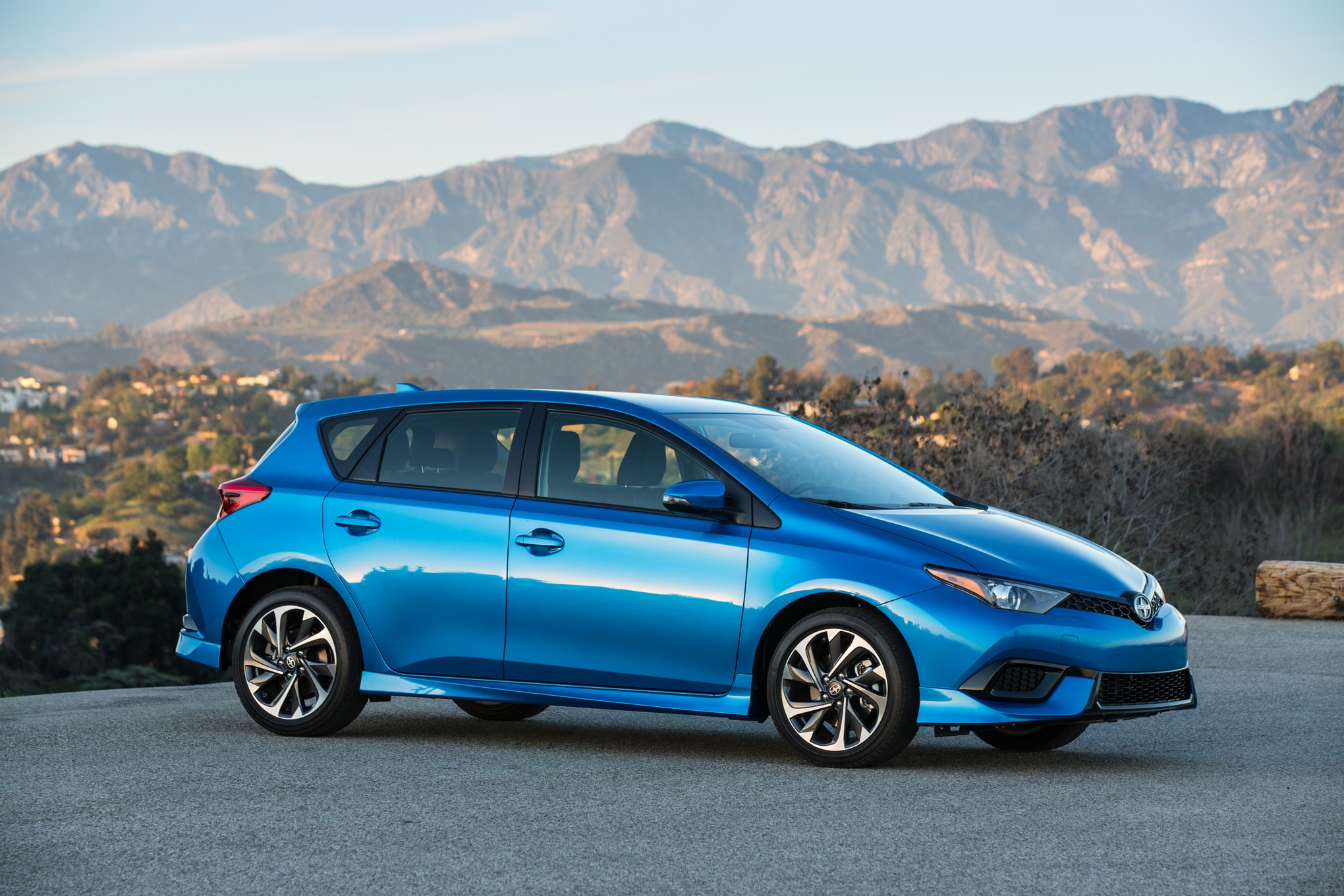 2016 scion im debuts in production form in new york. Black Bedroom Furniture Sets. Home Design Ideas