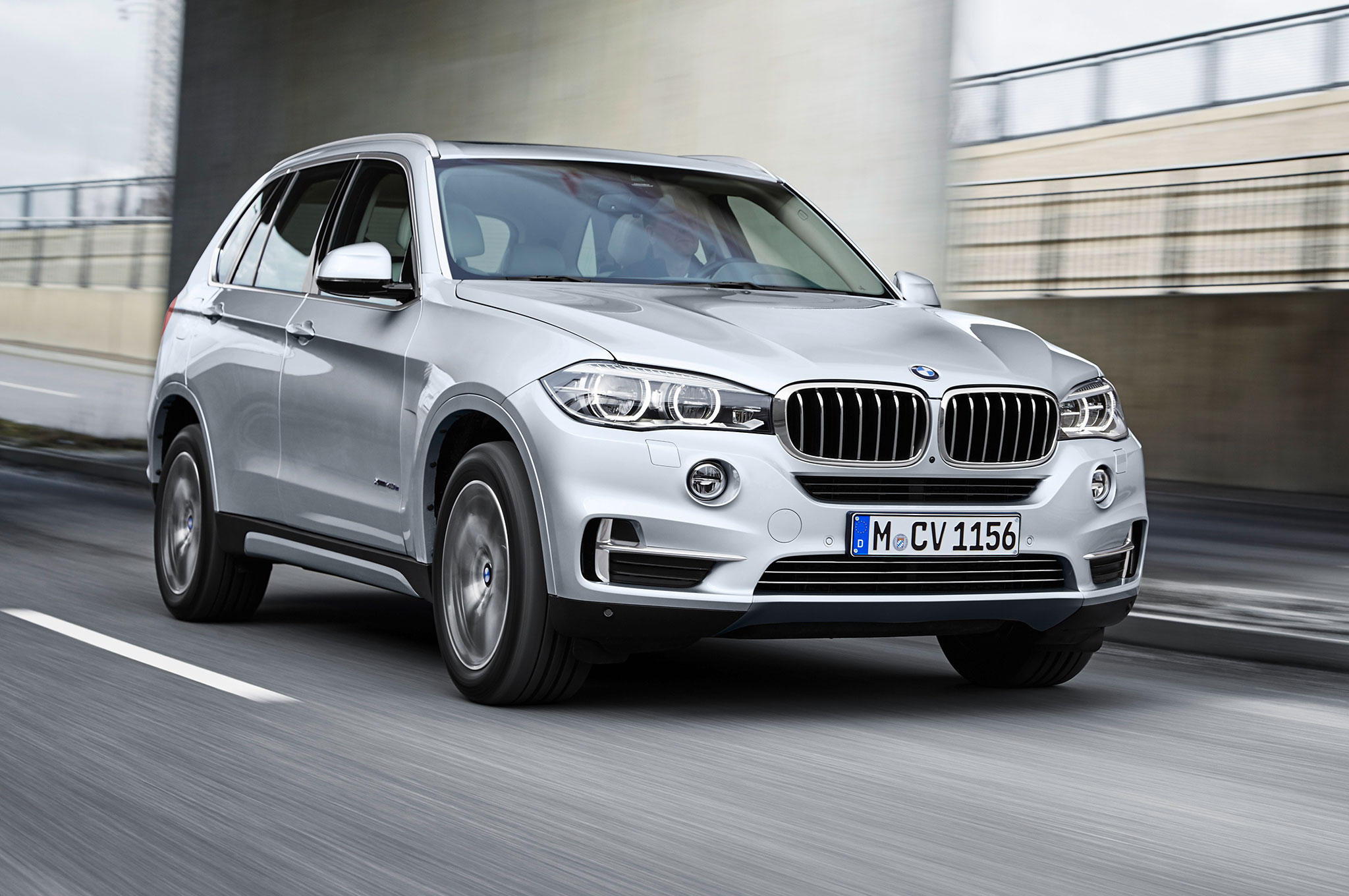 bmw x5 xdrive40e plug in hybrid revealed. Black Bedroom Furniture Sets. Home Design Ideas