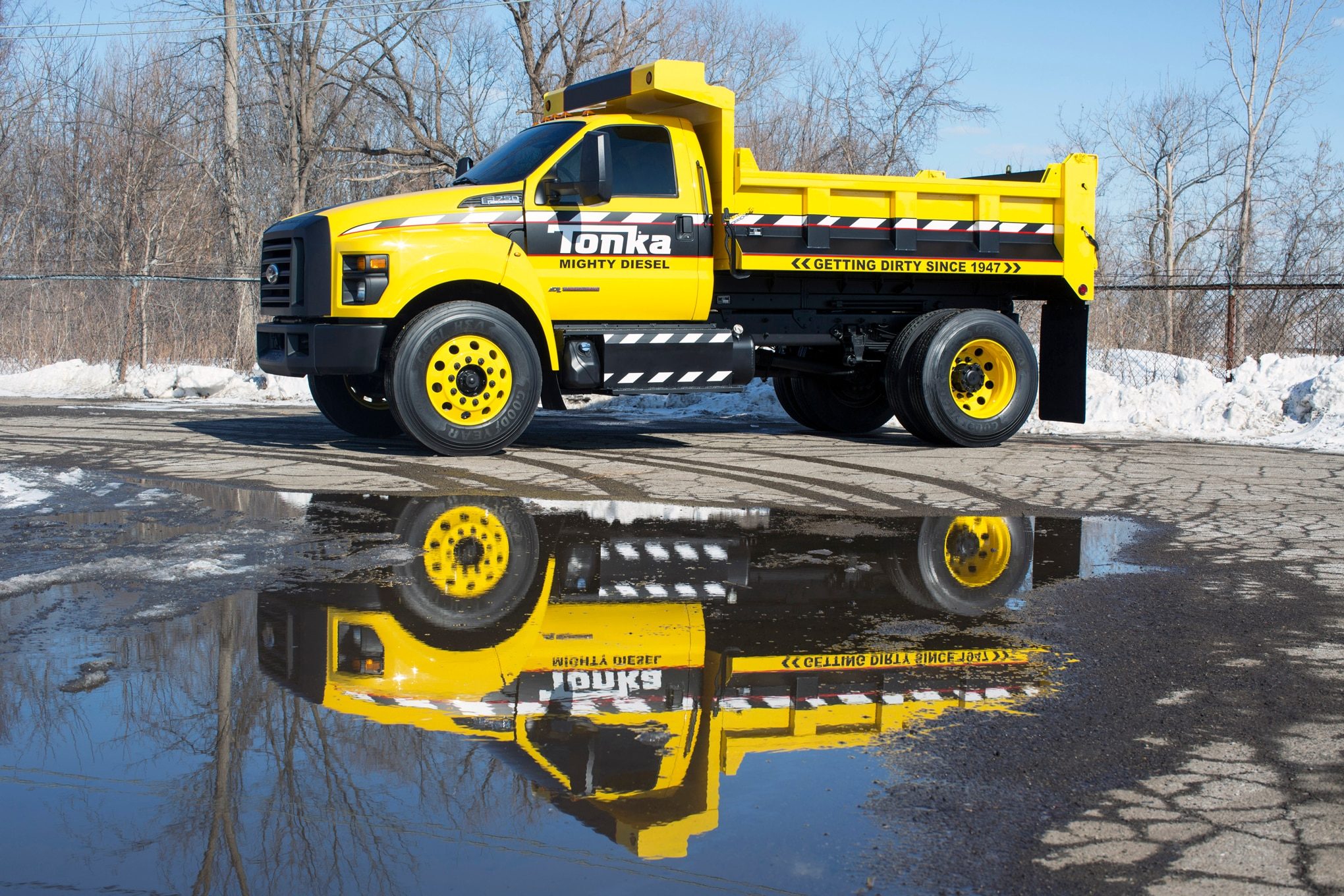 2016 ford f 750 tonka dump truck brings popular toy to life. Black Bedroom Furniture Sets. Home Design Ideas