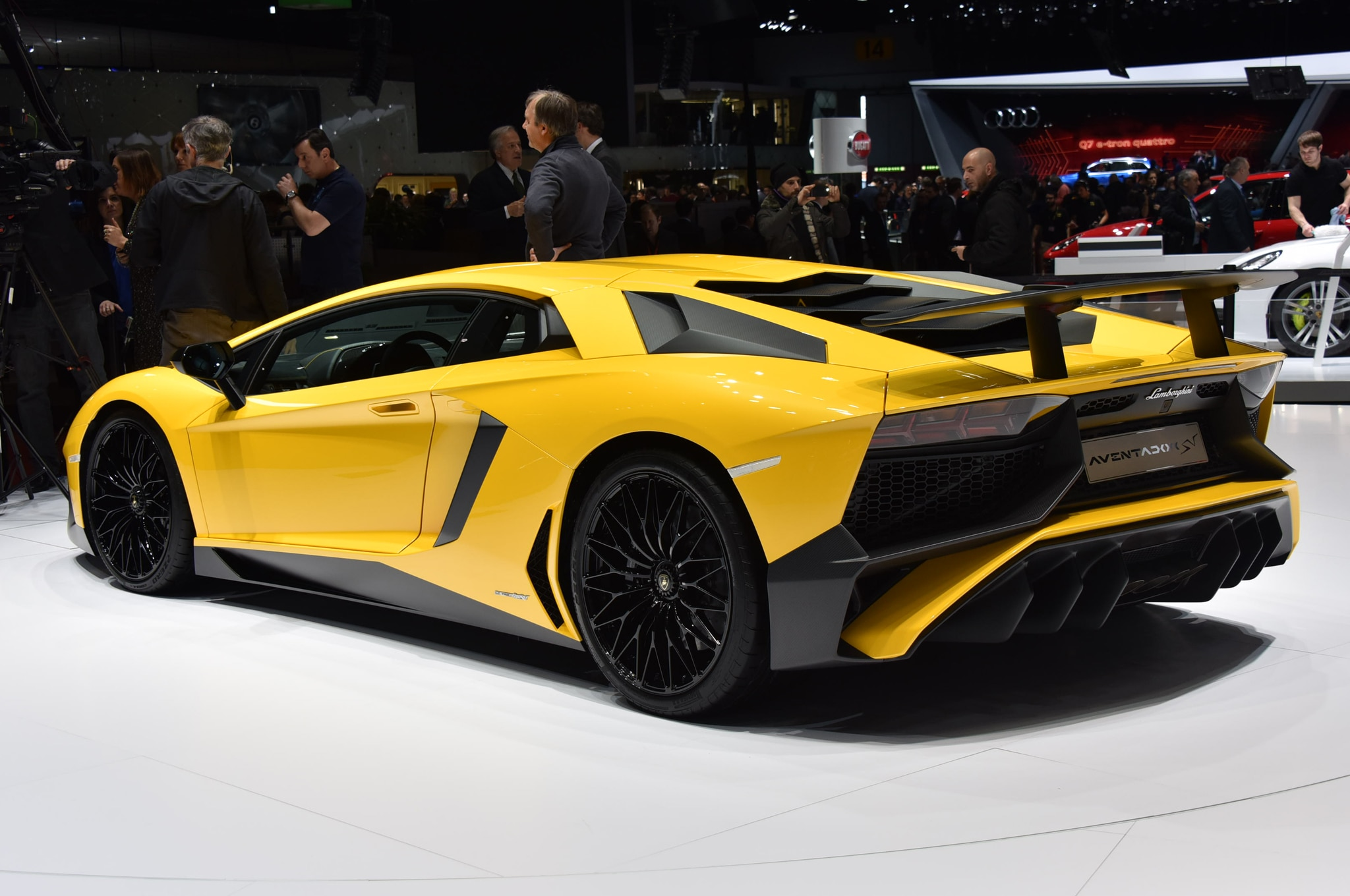 lamborghini aventador lp750 4 sv debuts with 740 hp. Black Bedroom Furniture Sets. Home Design Ideas