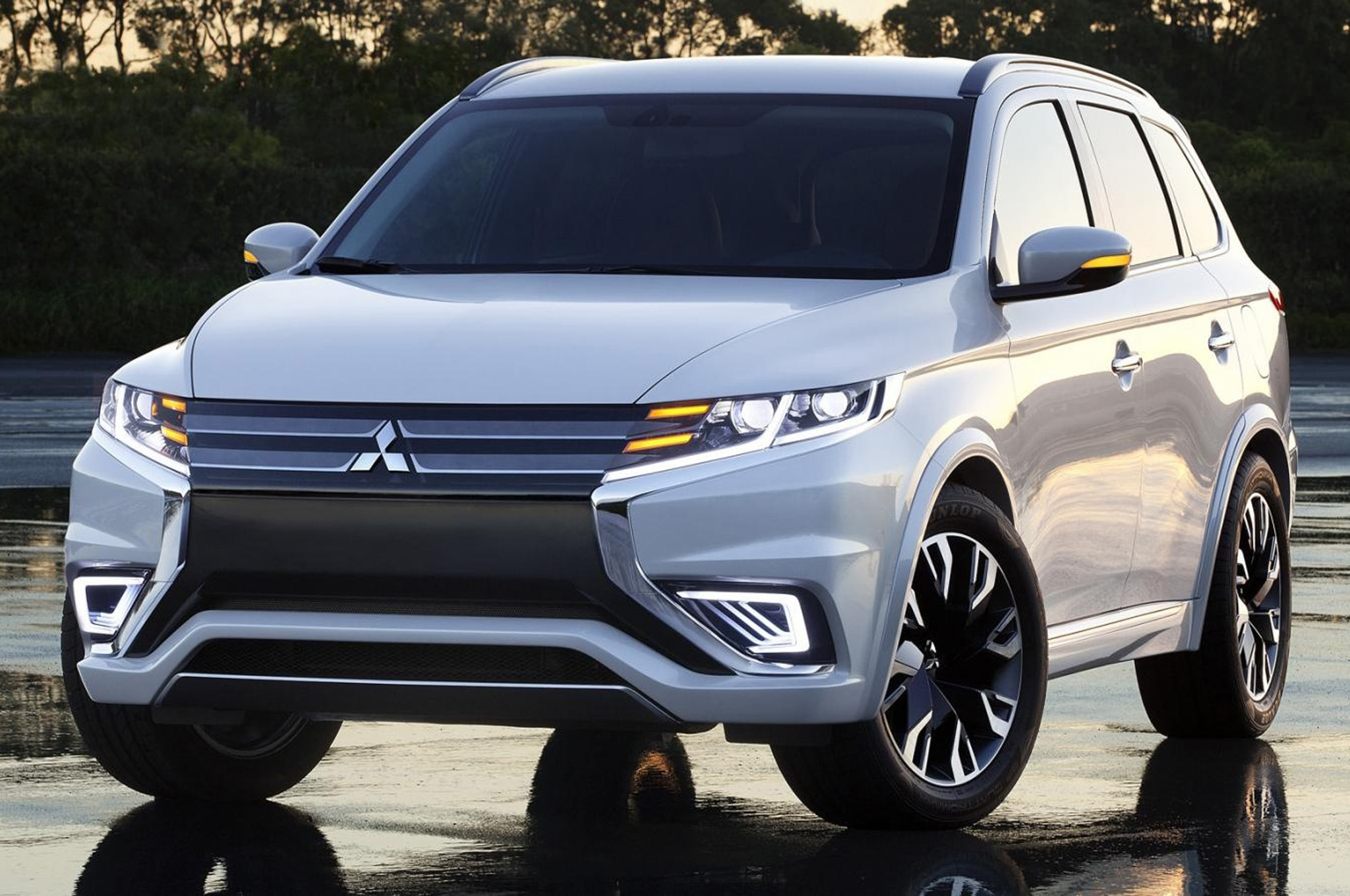 2016 mitsubishi outlander shown more clearly ahead of new york debut. Black Bedroom Furniture Sets. Home Design Ideas