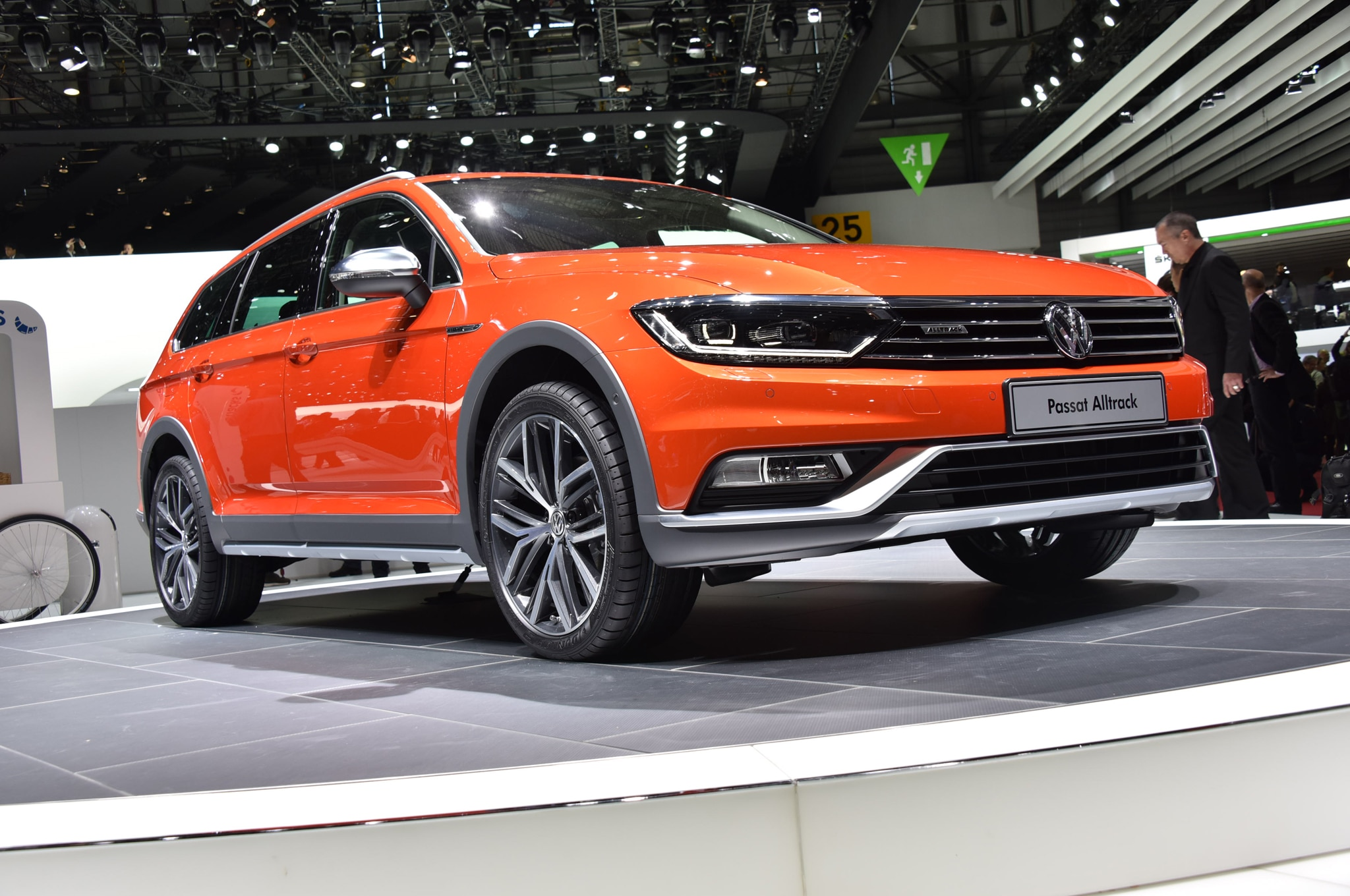 Volkswagen Passat Alltrack Front Three Quarter1