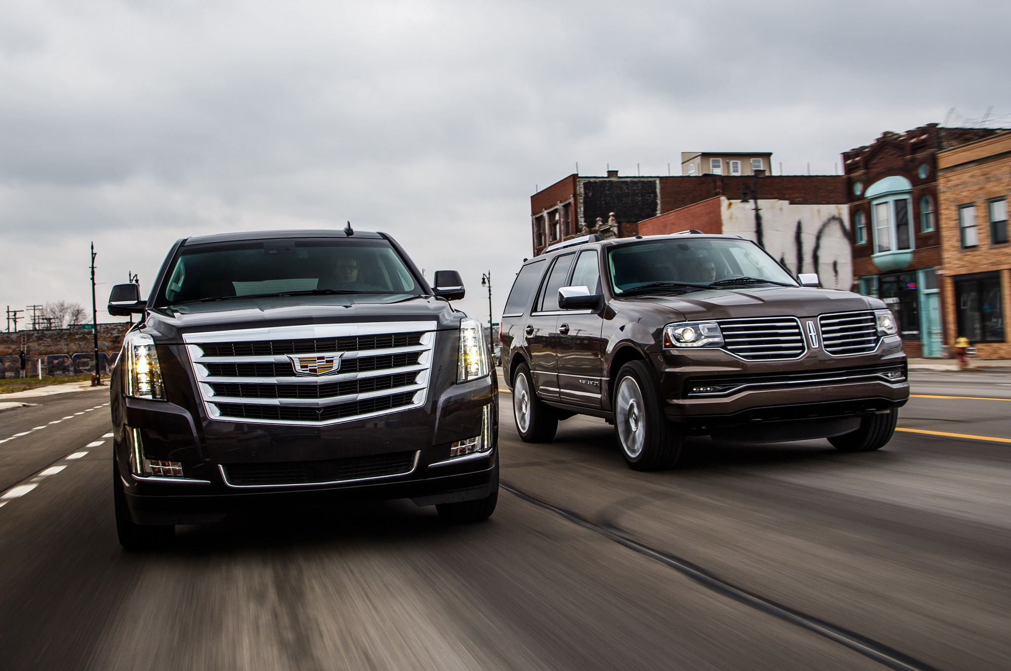 2015 Cadillac Escalade And 2015 Lincoln Navigator Moving Car To Car 1