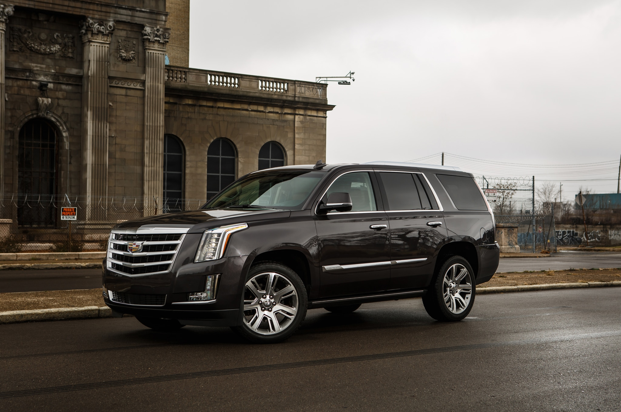 2015 cadillac escalade vs 2015 lincoln navigator comparison. Black Bedroom Furniture Sets. Home Design Ideas