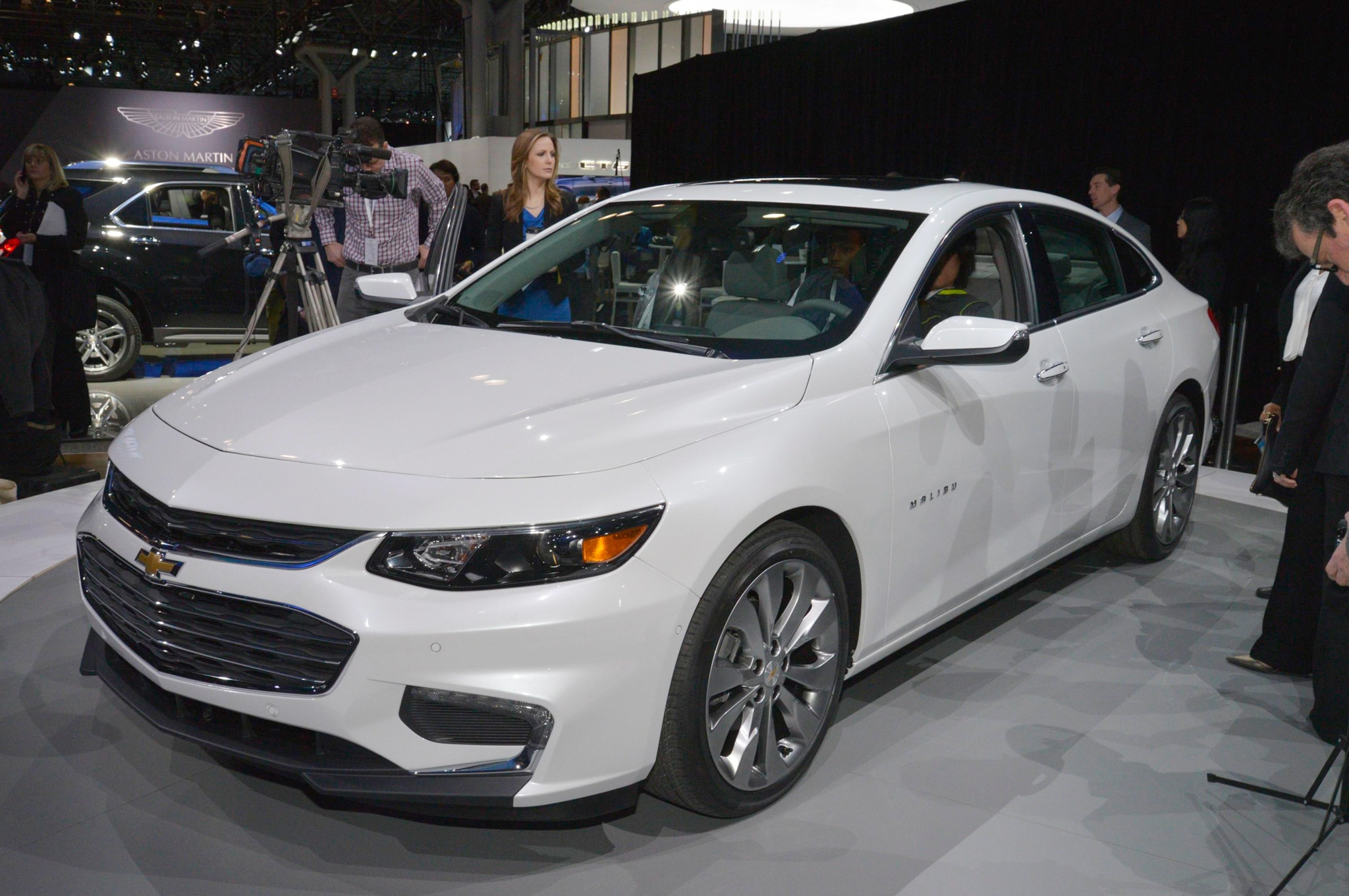 2016 chevrolet malibu bows in new york. Black Bedroom Furniture Sets. Home Design Ideas