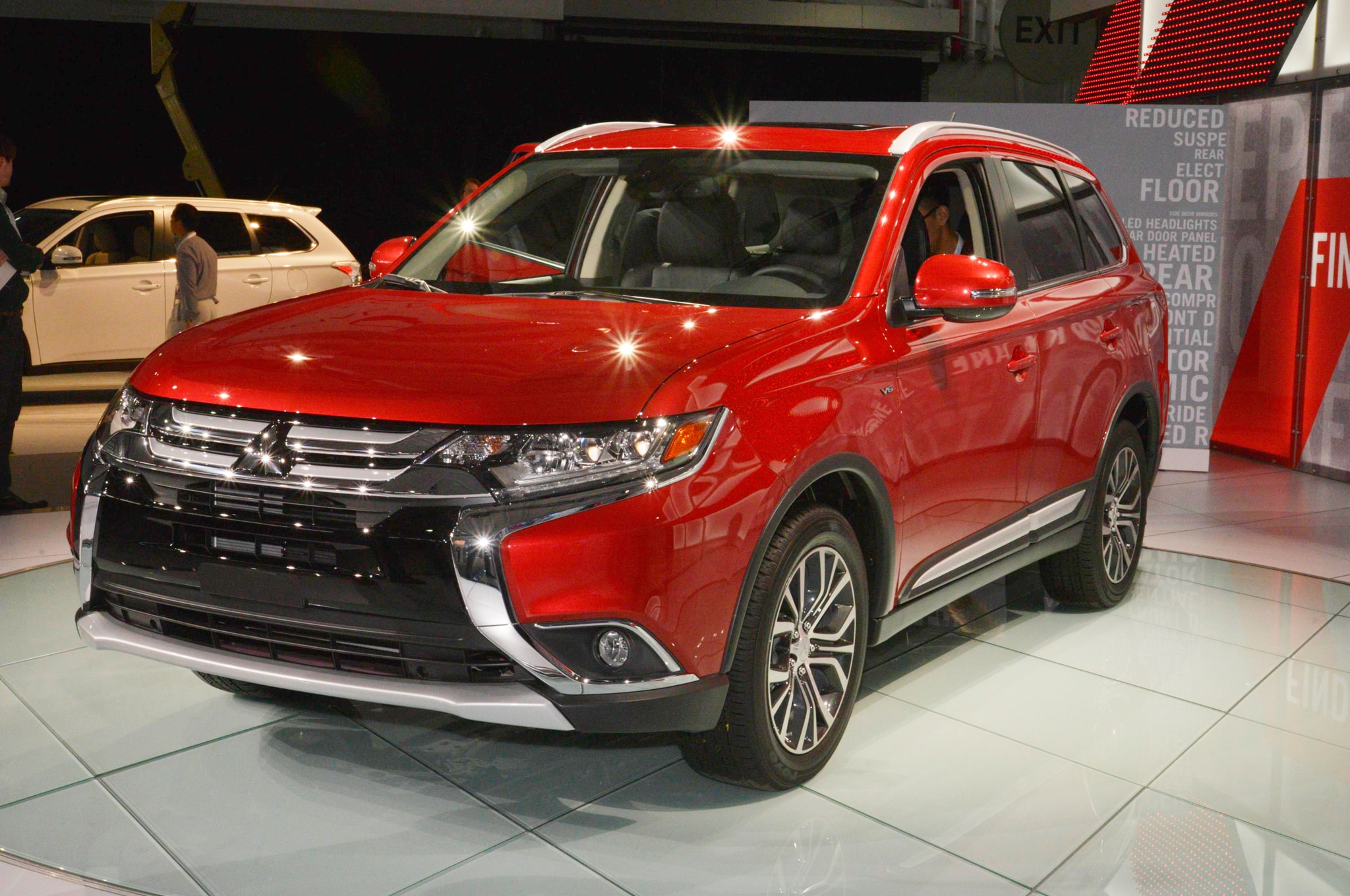 2016 mitsubishi outlander adds revised front grille. Black Bedroom Furniture Sets. Home Design Ideas