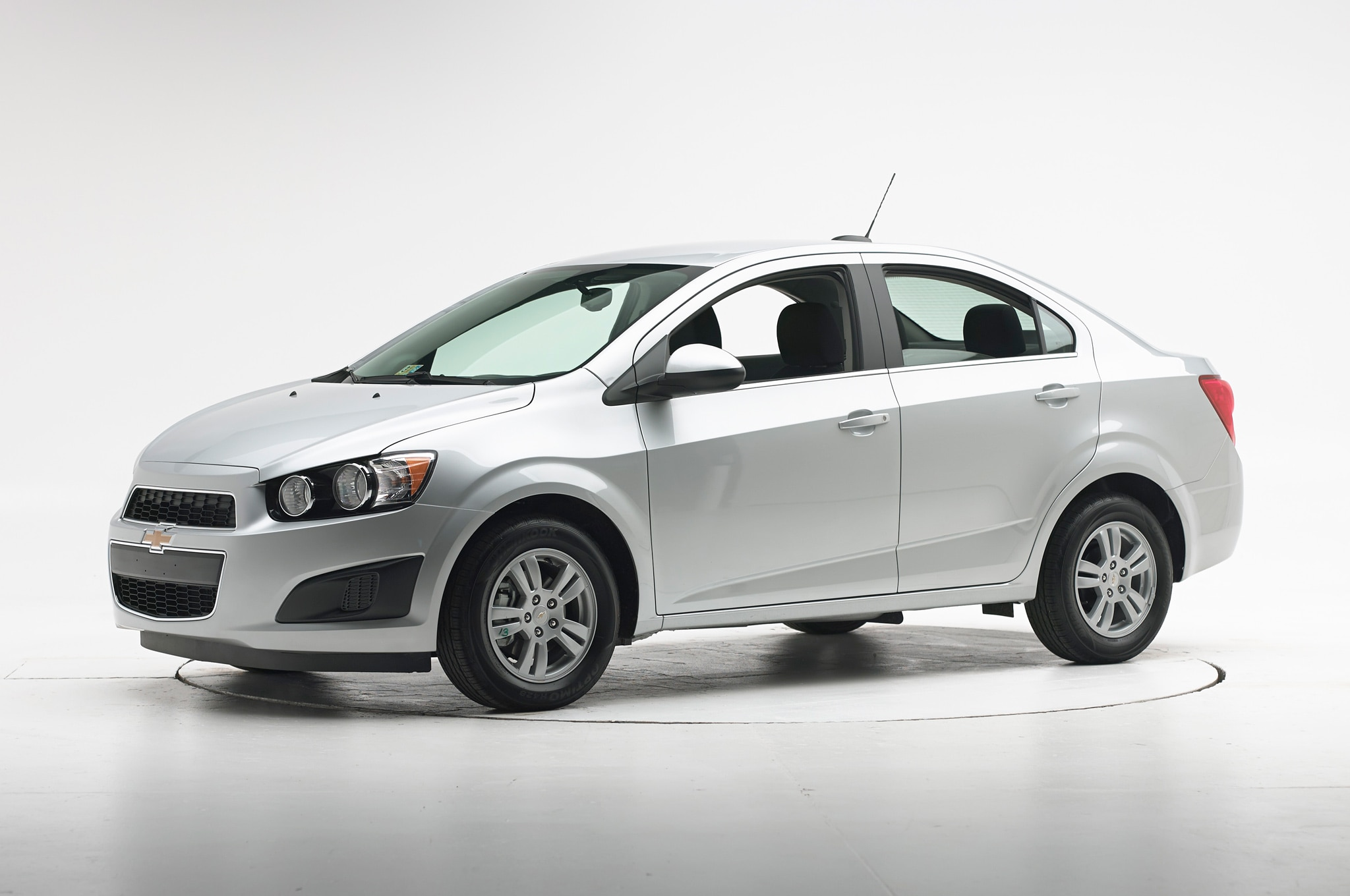 2015 chevrolet sonic receives iihs top safety pick. Black Bedroom Furniture Sets. Home Design Ideas