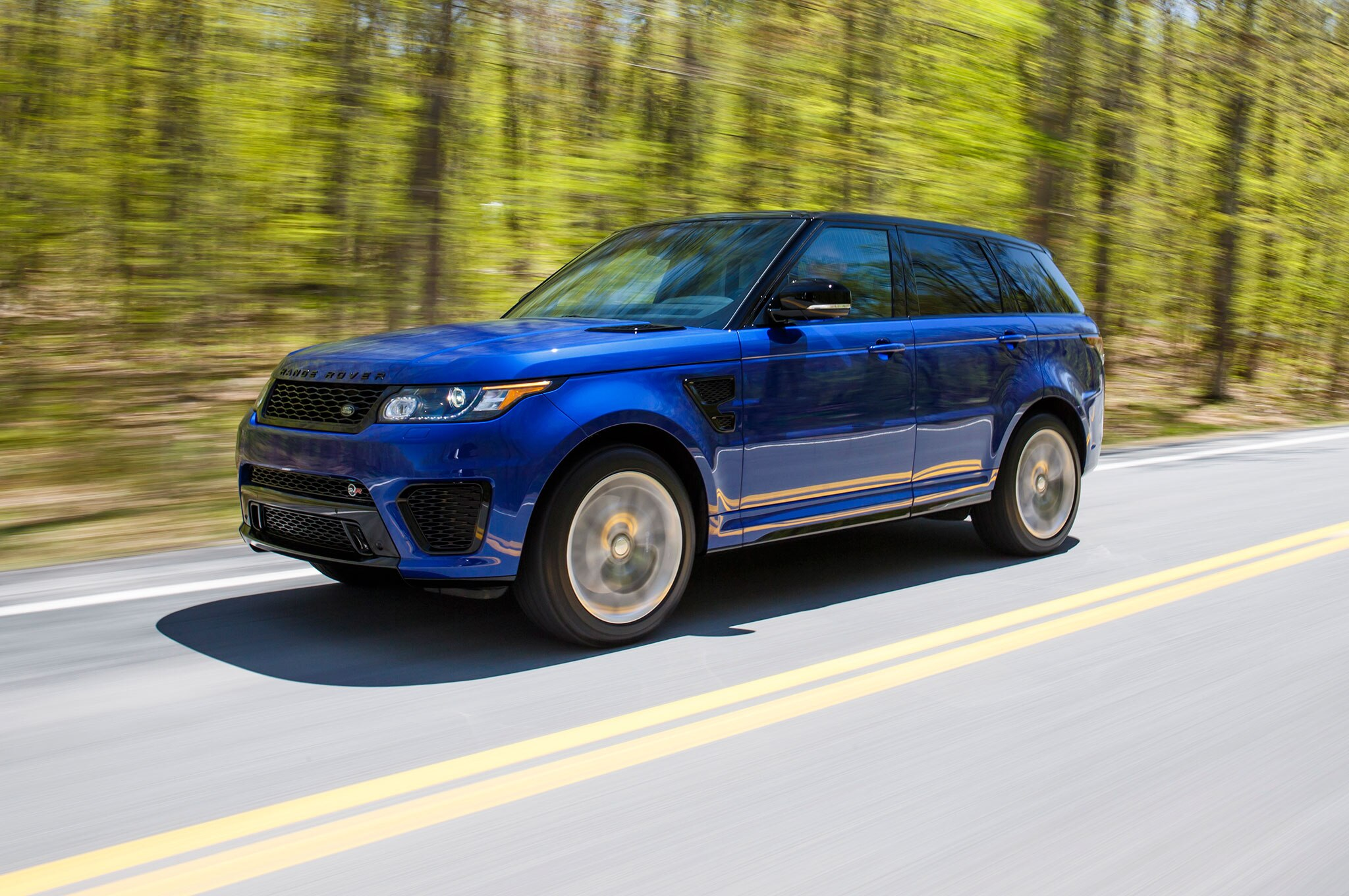 2015 Range Rover Sport SVR Front Three Quarter Motion 11