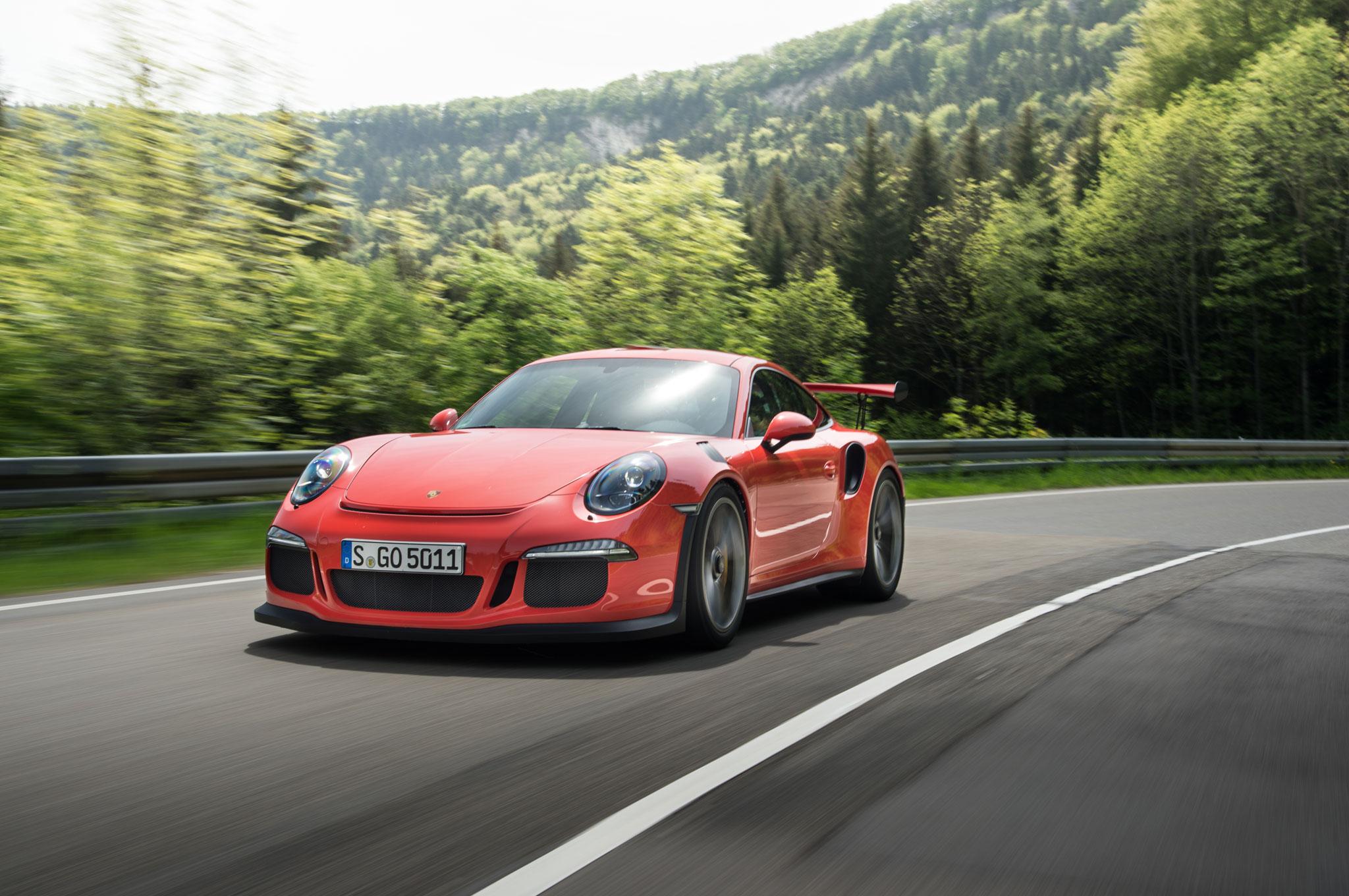 2016 Porsche 911 GT3 RS Front Three Quarter In Motion 041
