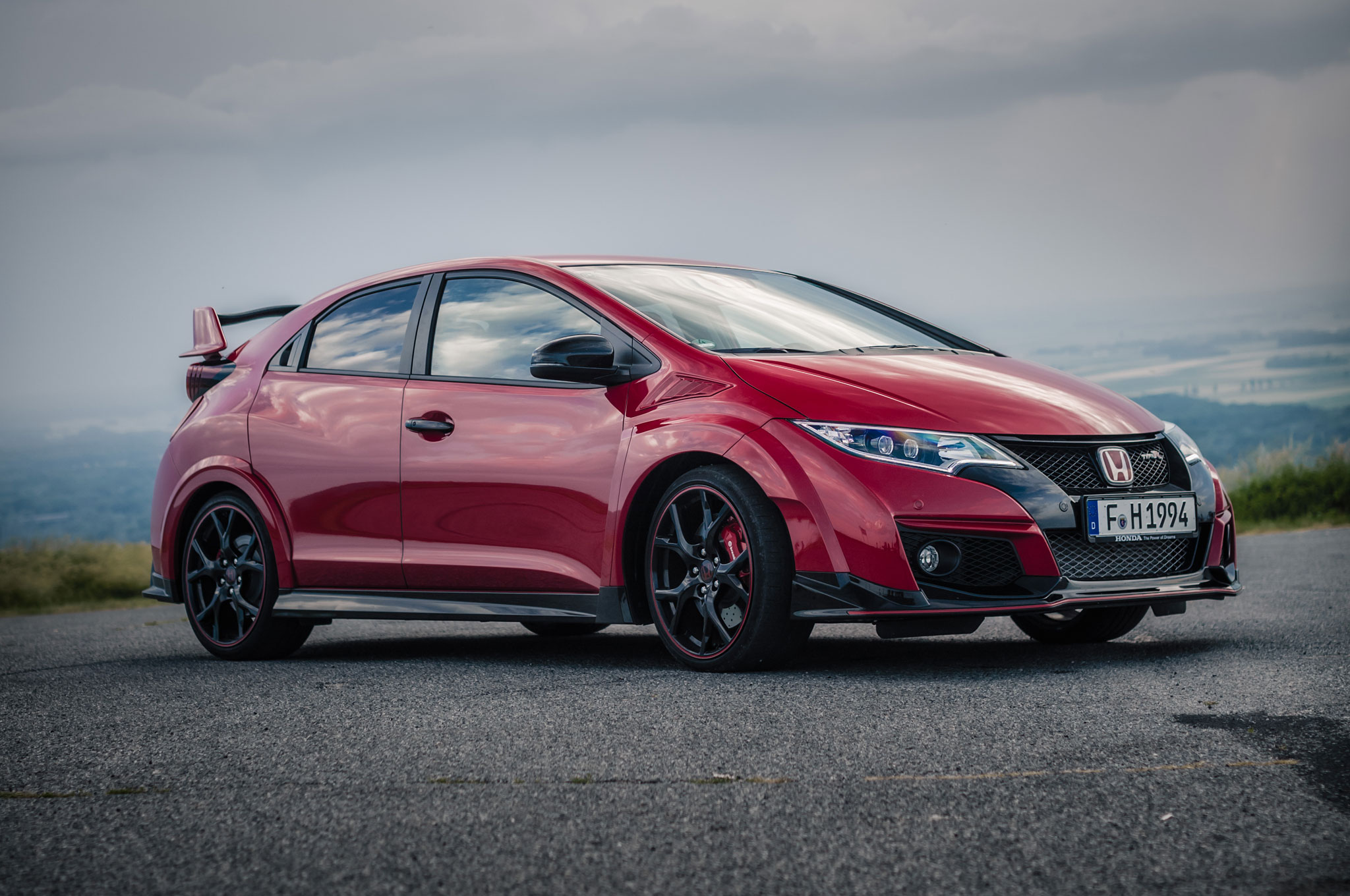 watch the 2016 honda civic type r run hot laps in slovakia. Black Bedroom Furniture Sets. Home Design Ideas