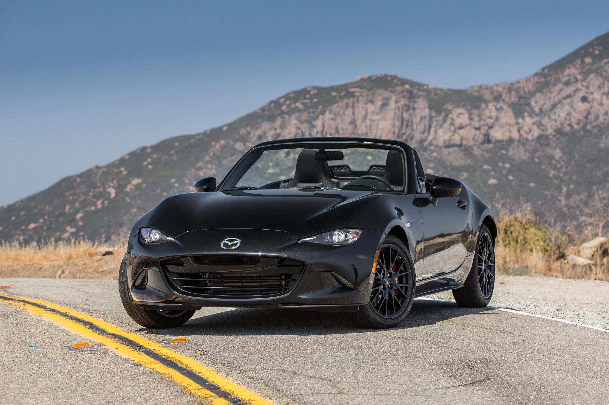 http://st.automobilemag.com/uploads/sites/11/2015/06/2016-Mazda-MX-5-Miata-Club-front-three-quarter-02.jpg