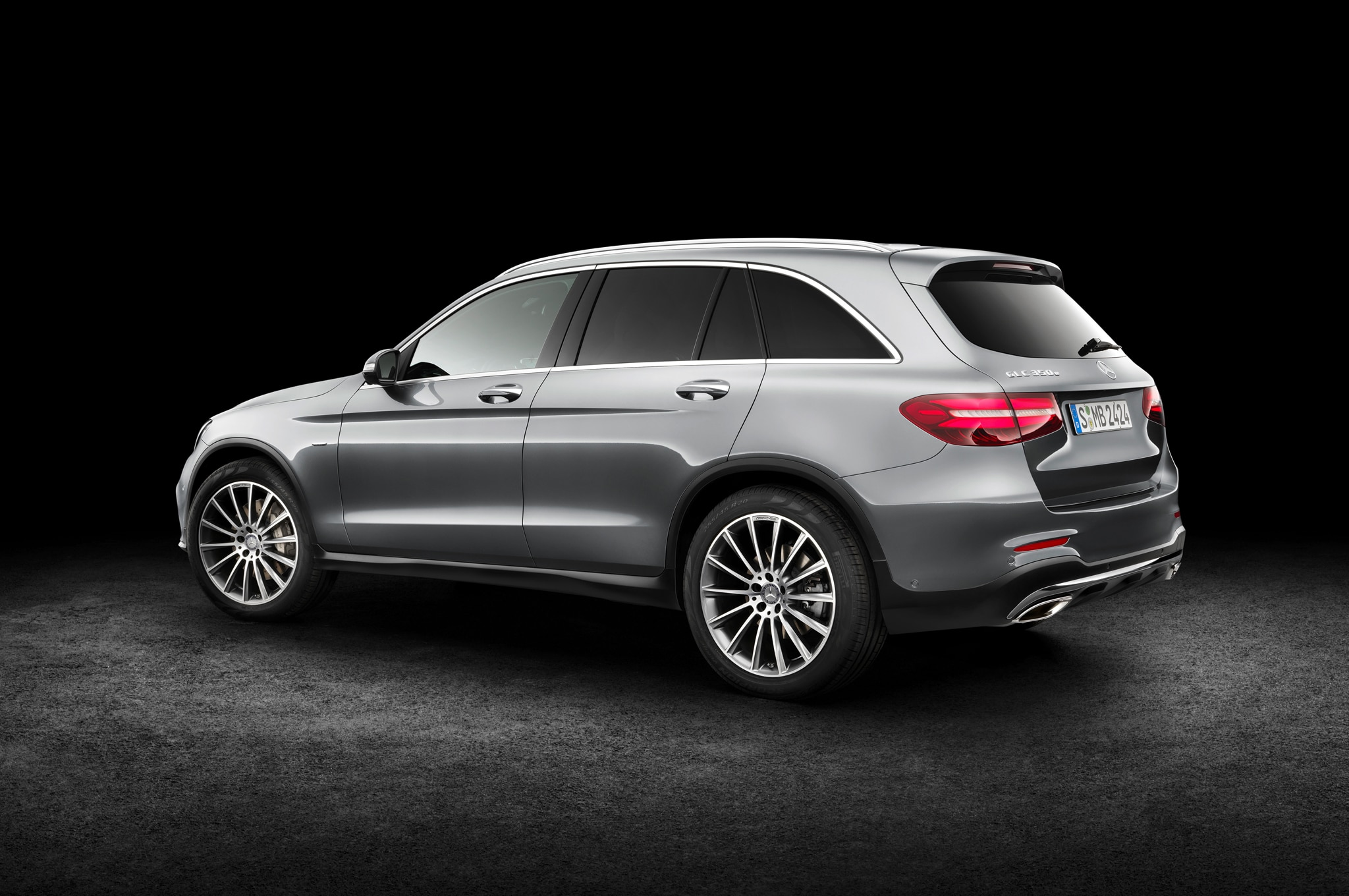 2016 mercedes benz glc class debuts replaces glk for Mercedes benz of cleveland