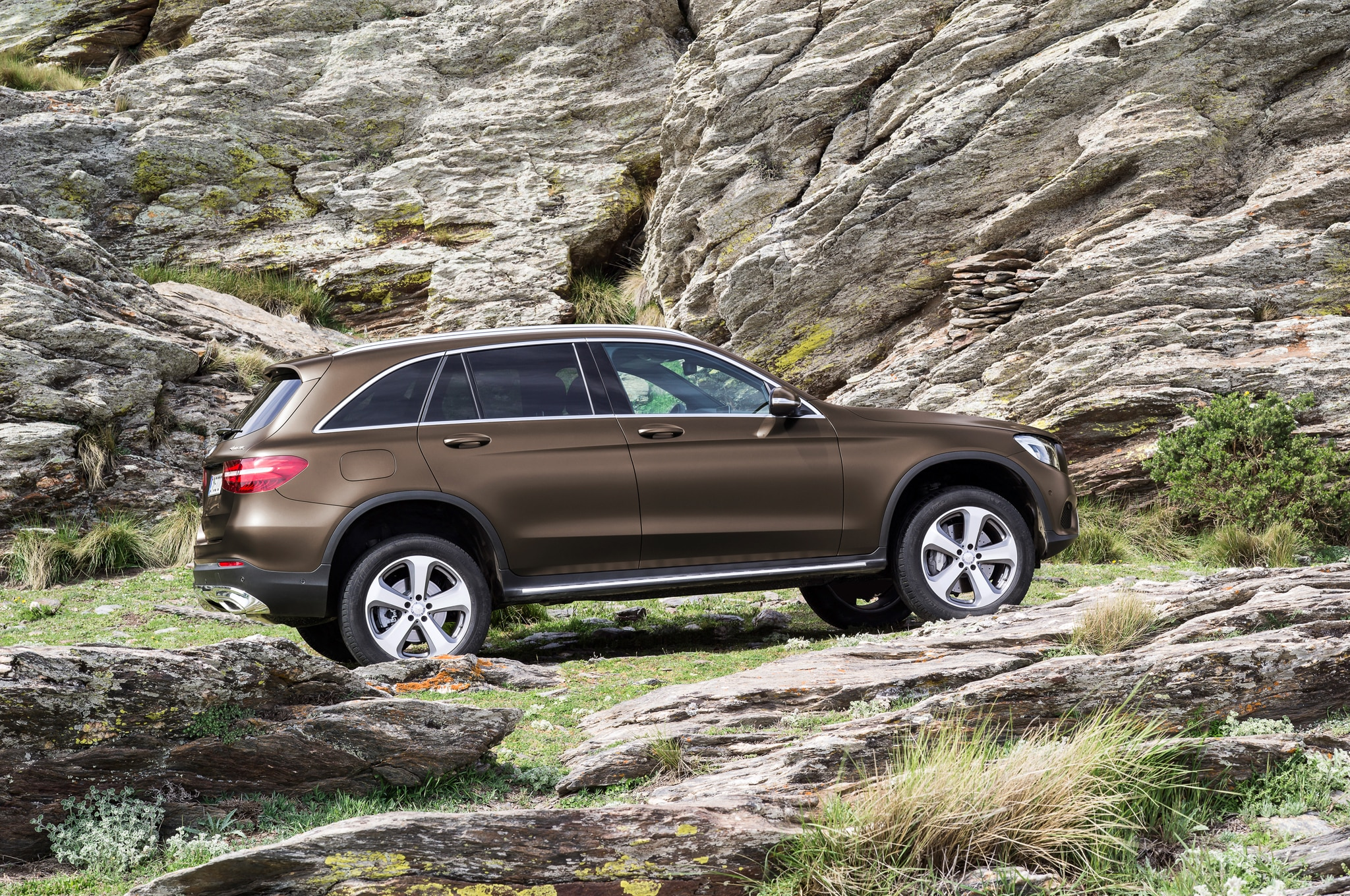 2016 mercedes benz glc class debuts replaces glk. Black Bedroom Furniture Sets. Home Design Ideas