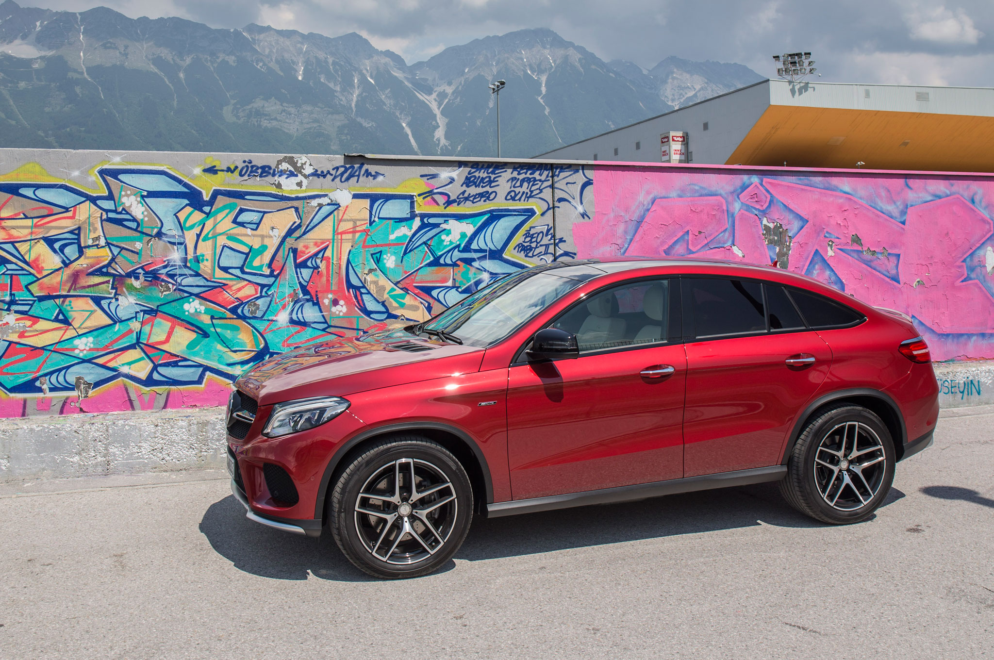 http://st.automobilemag.com/uploads/sites/11/2015/06/2016-Mercedes-Benz-GLE450-AMG-4Matic-Coupe-side-profile-03.jpg