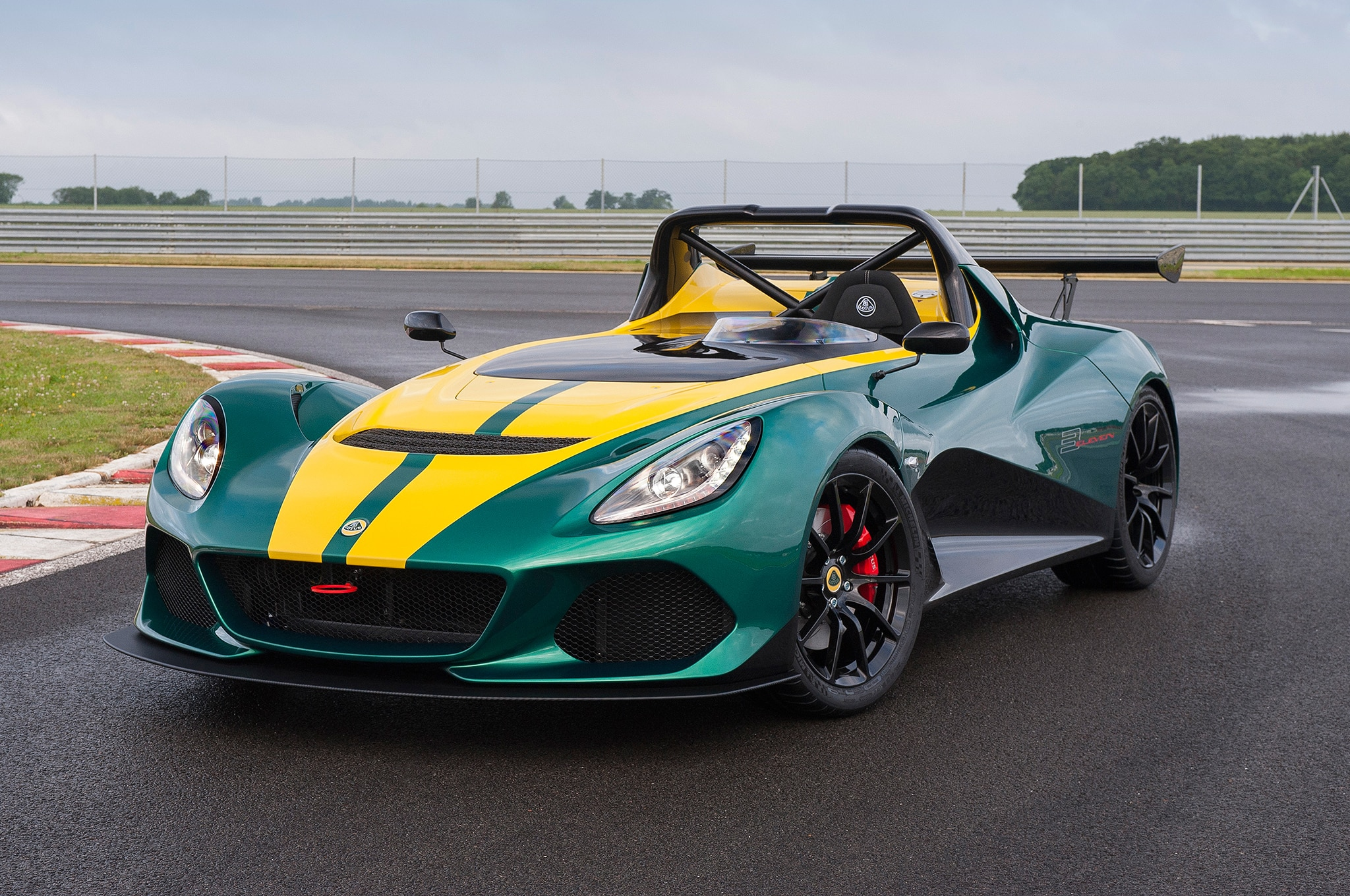 Lotus 3 Eleven Packs 450 Hp Weighs As Little As 1 984 Lb