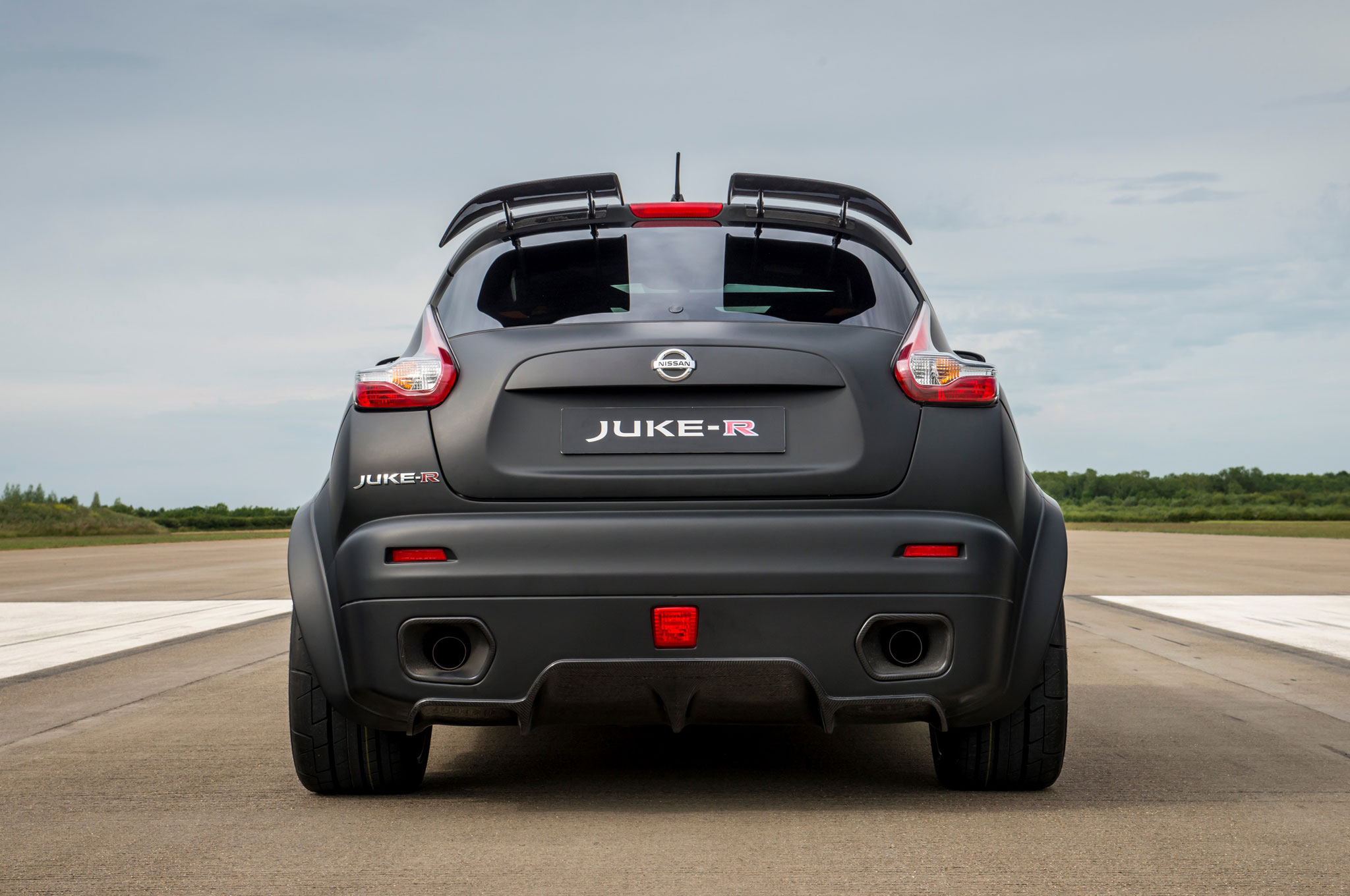 nissan juke r 2 0 is a 600 hp crossover from hell. Black Bedroom Furniture Sets. Home Design Ideas