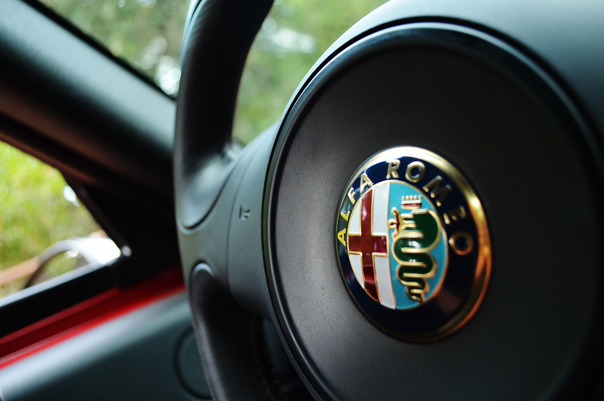 alfa romeo logo 2015. 2015 alfa romeo 4c steering wheel logo