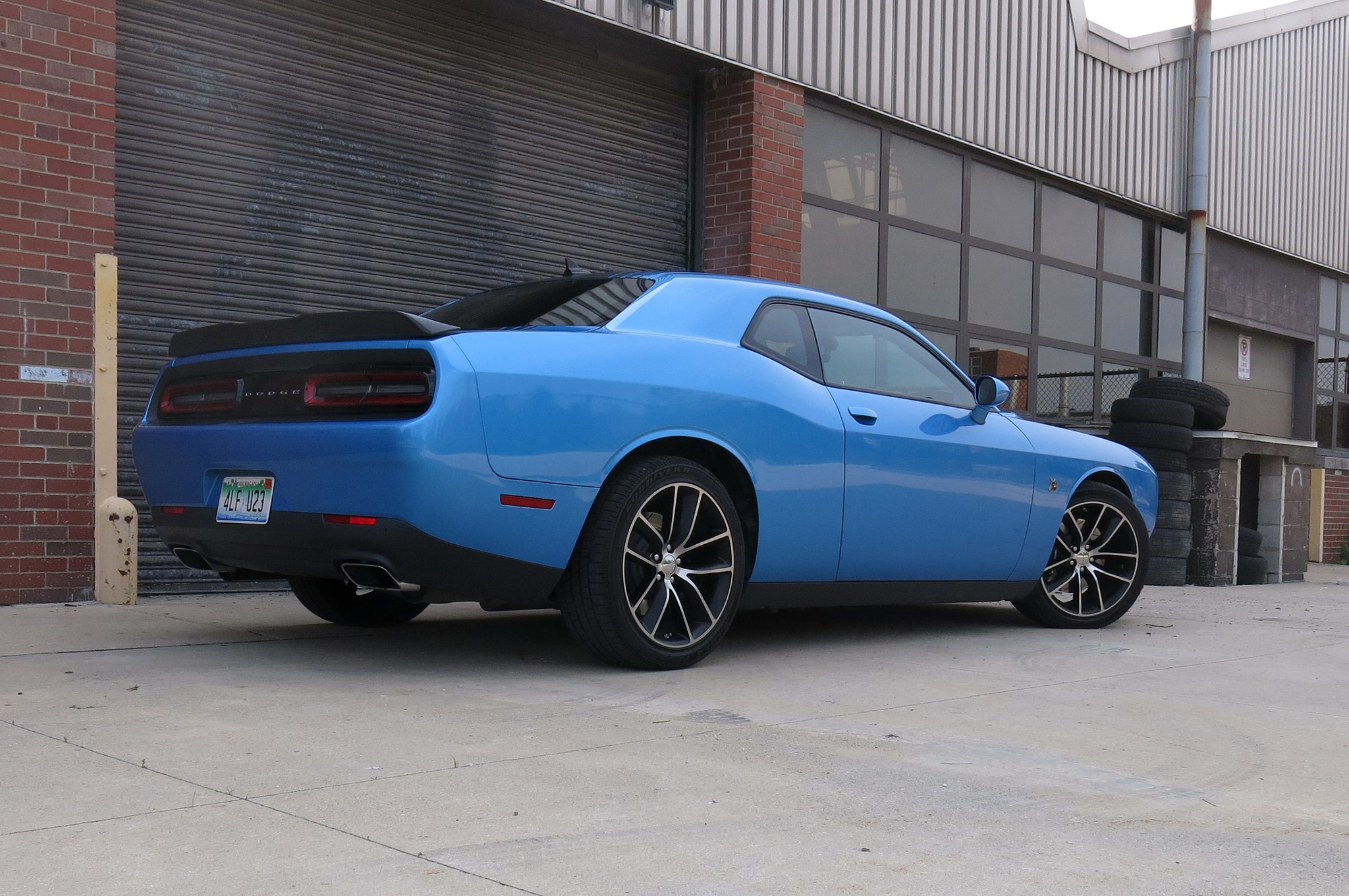 more power less cash 2015 dodge challenger scat pack shaker review. Black Bedroom Furniture Sets. Home Design Ideas