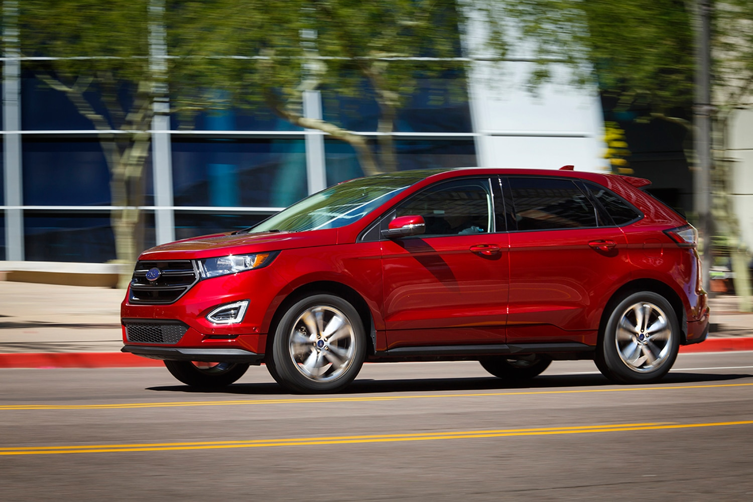 ford refutes reports on 2015 ford edge stop sale. Black Bedroom Furniture Sets. Home Design Ideas