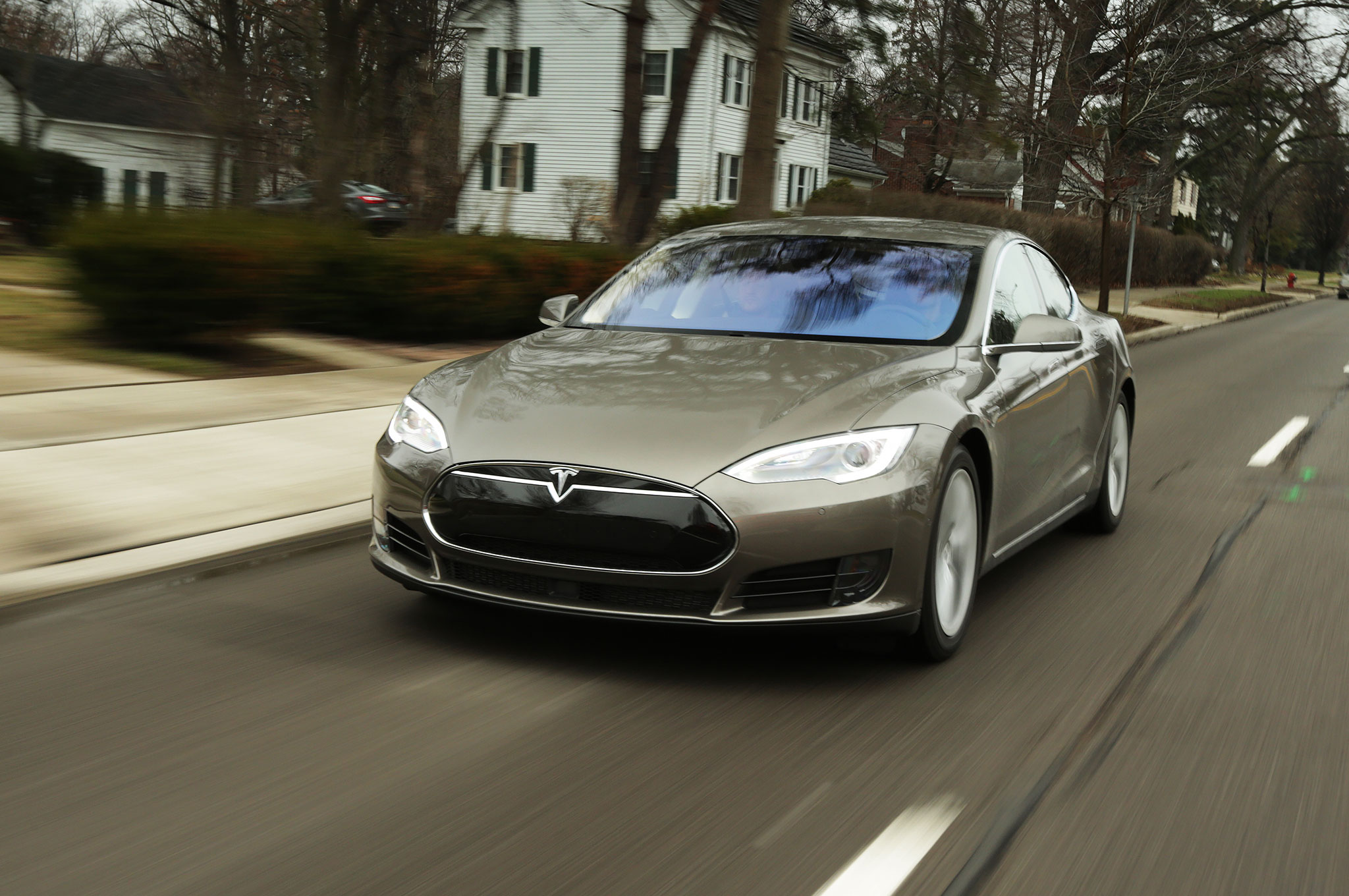 new tesla model s p90d ludicrous speed goes 0 60 mph in 2 8 seconds. Black Bedroom Furniture Sets. Home Design Ideas