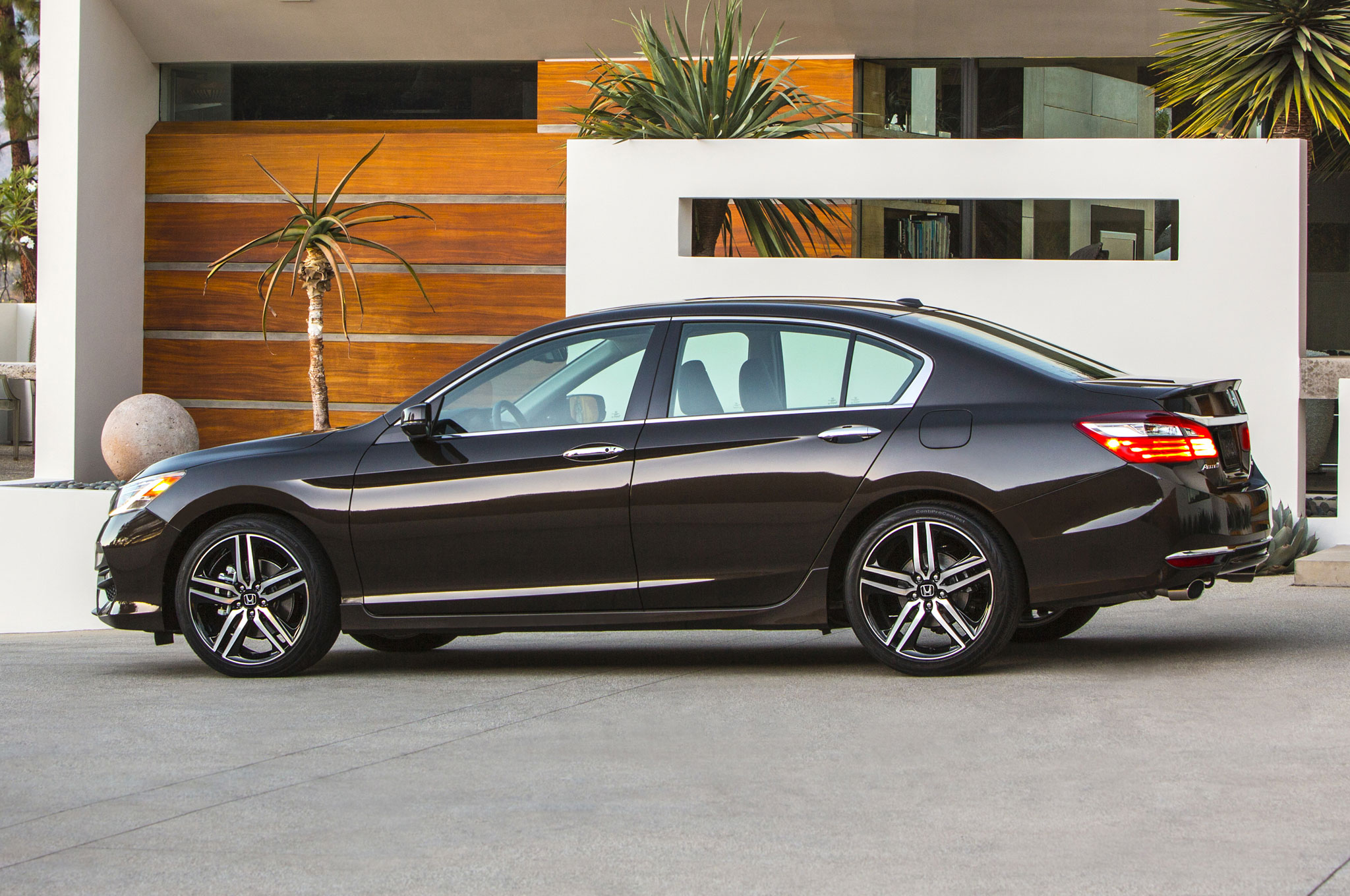2016 honda accord refreshed adds android auto and apple carplay. Black Bedroom Furniture Sets. Home Design Ideas