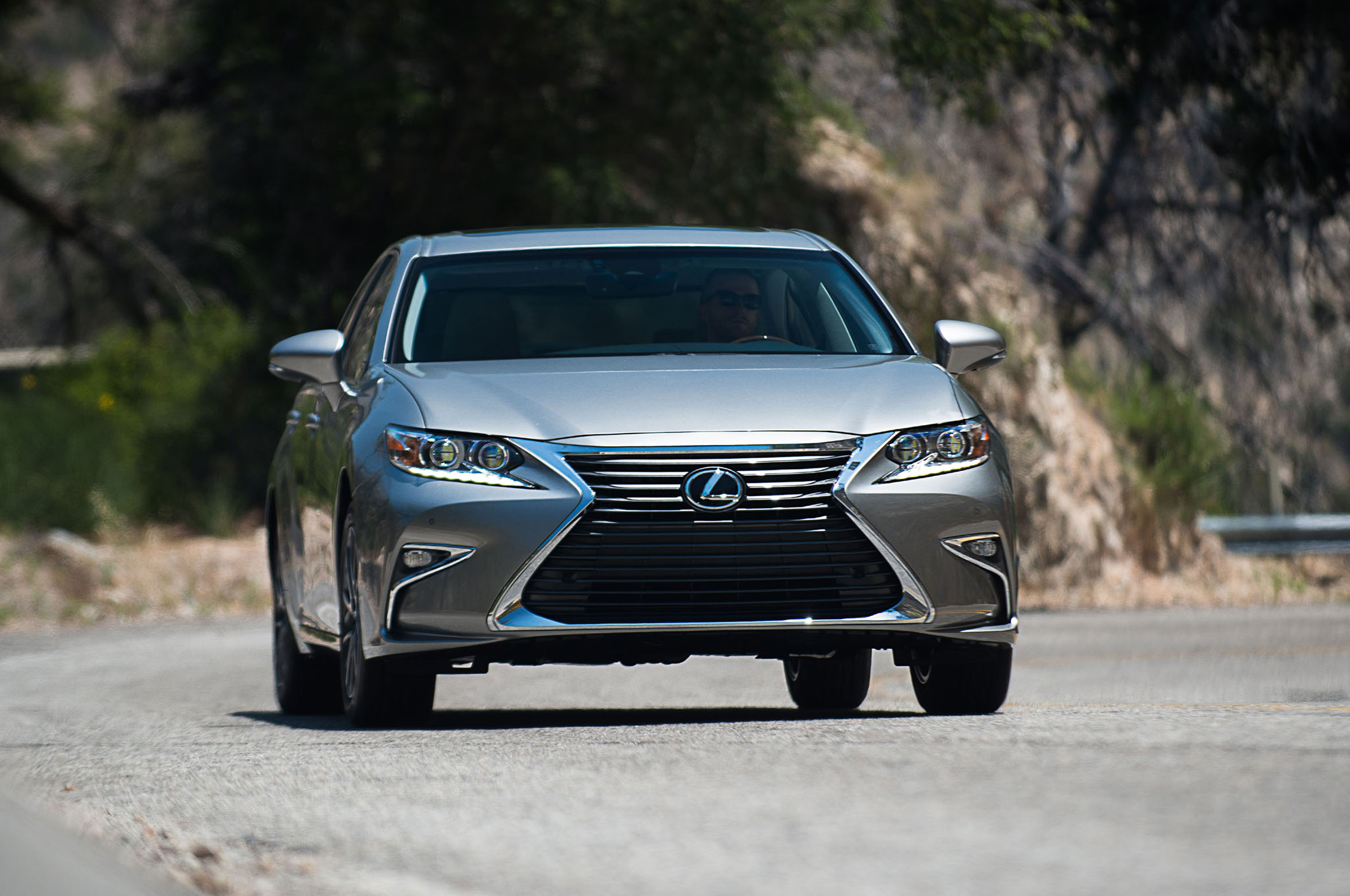 2016 lexus es 350 es 300h updated with new look safety features. Black Bedroom Furniture Sets. Home Design Ideas